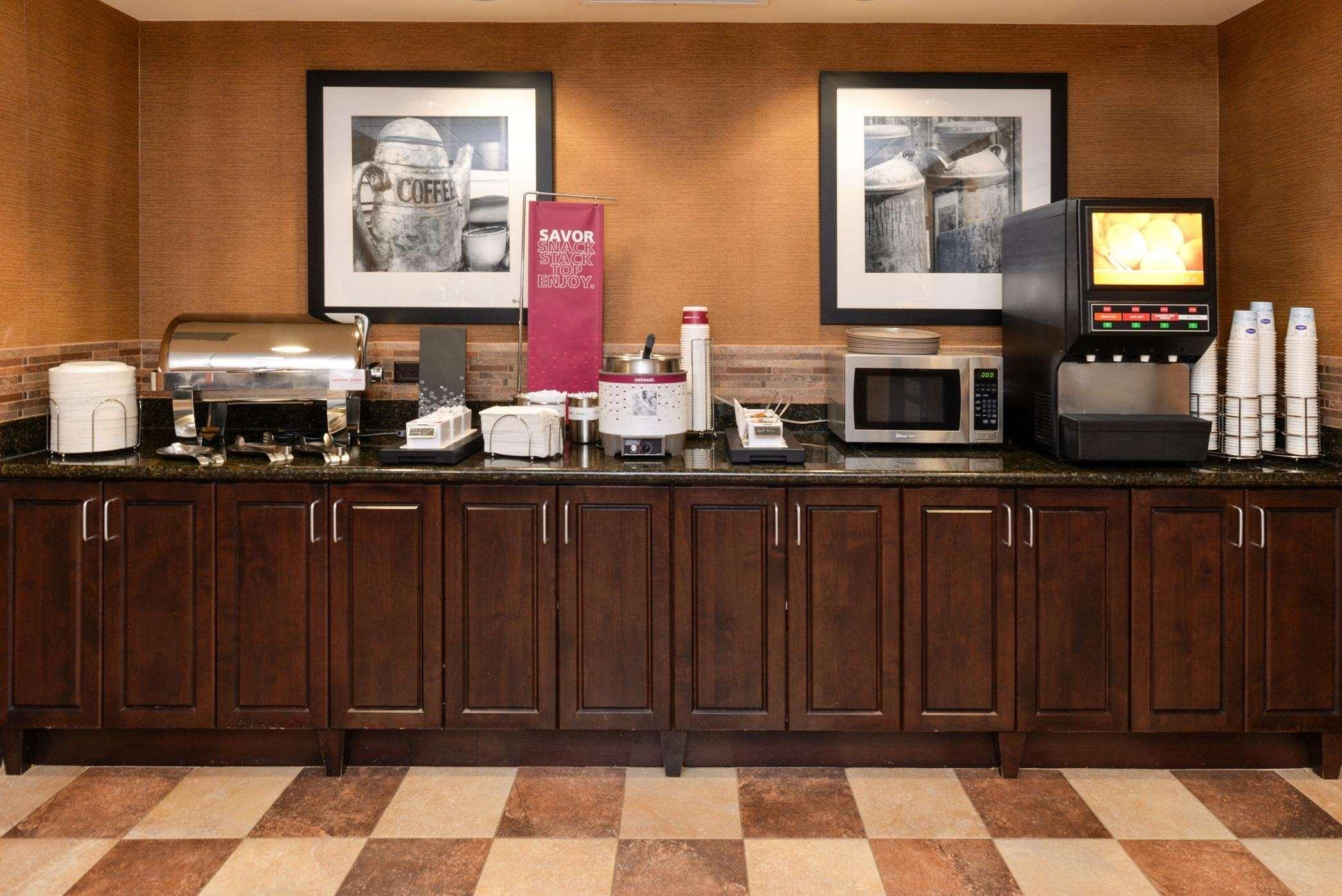 Hampton Inn & Suites Casper image 12