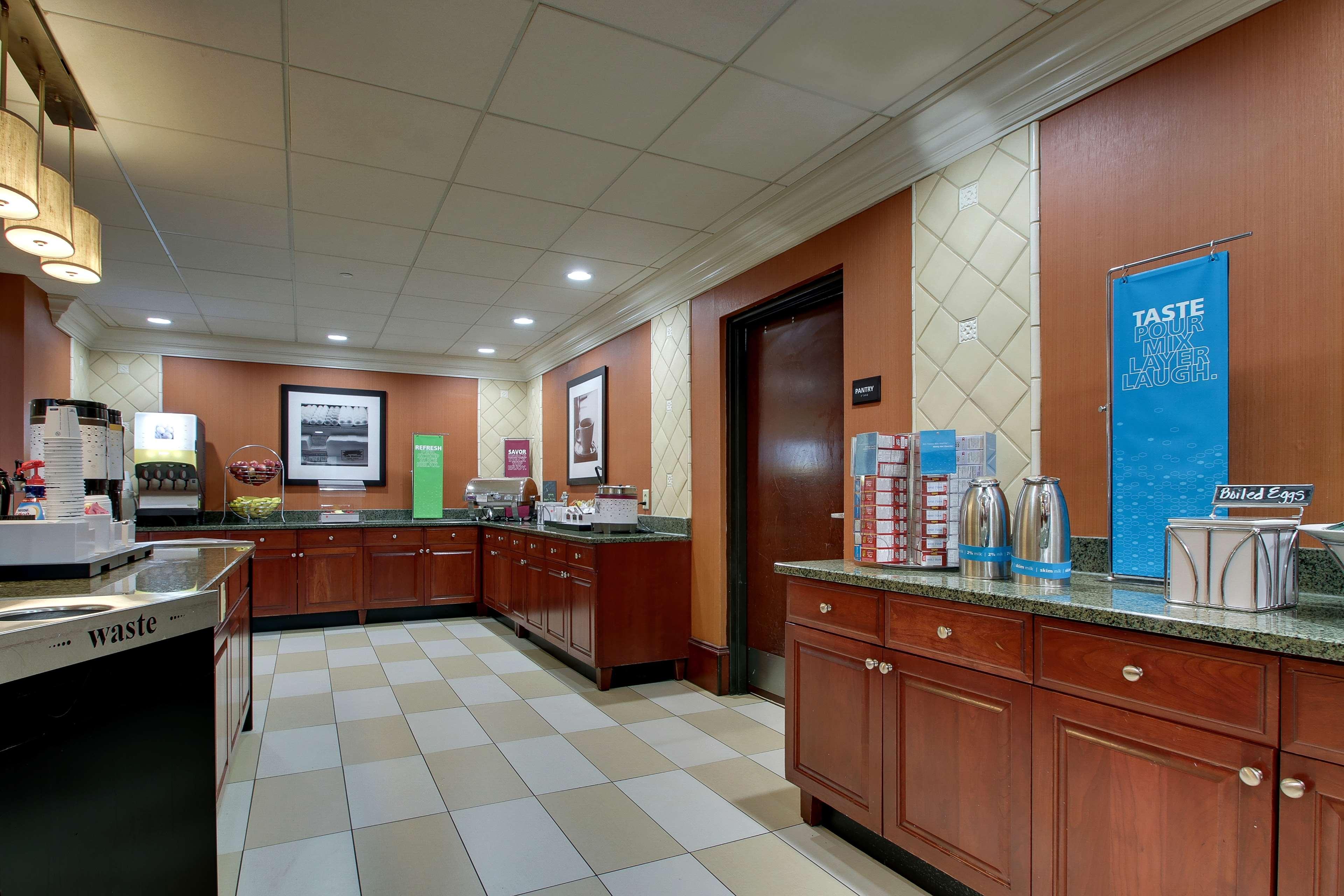 Hampton Inn & Suites Spartanburg-I-26-Westgate Mall image 8