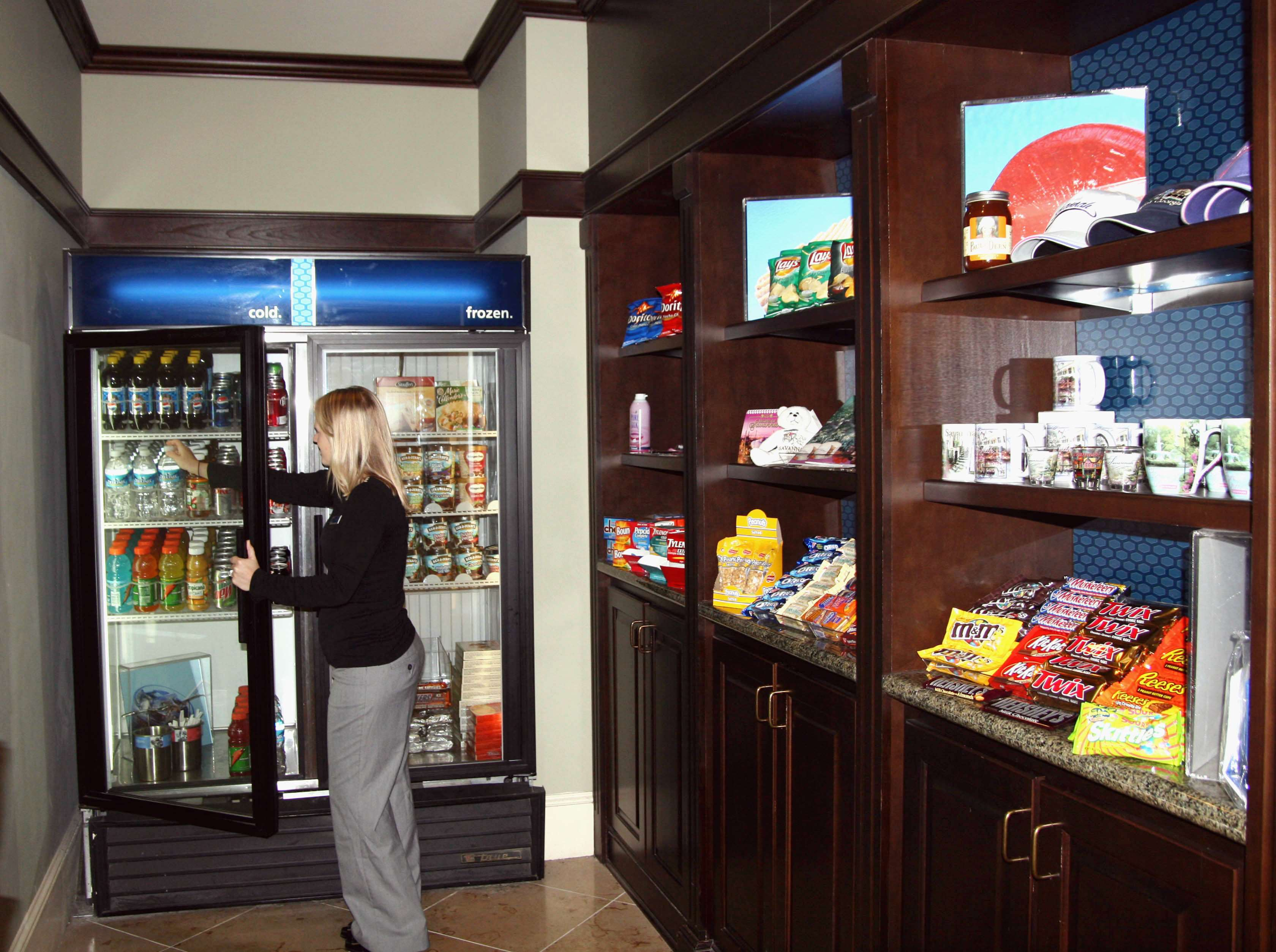 Hampton Inn & Suites Savannah Historic District image 22