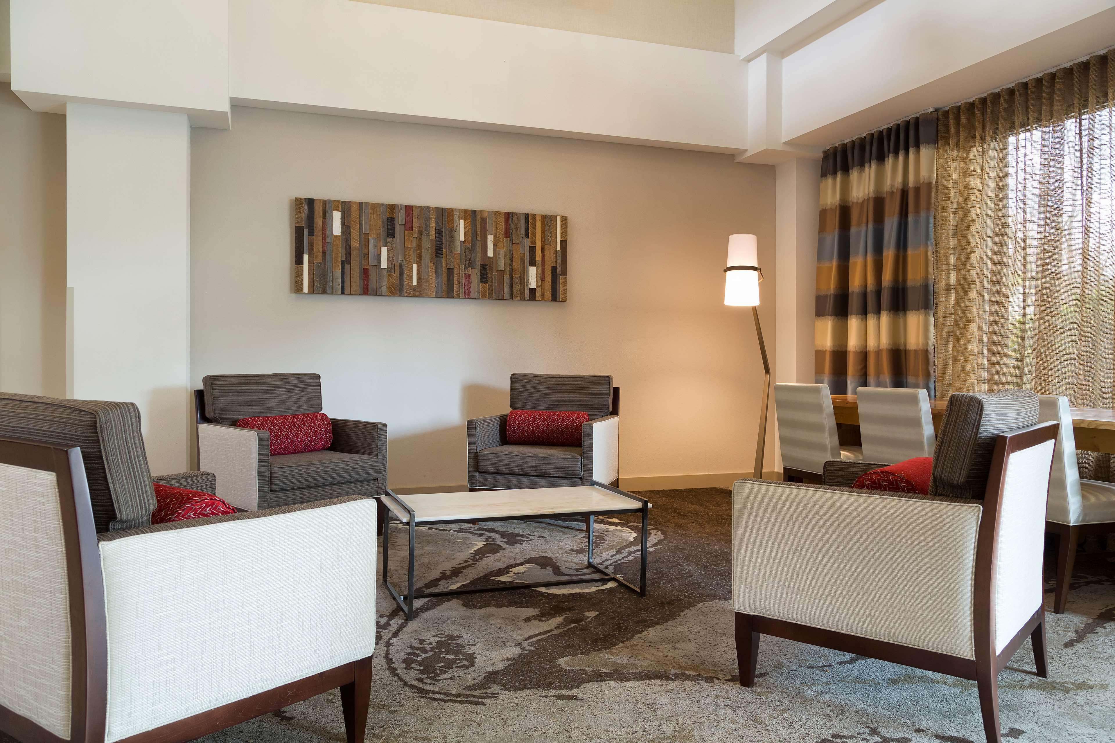 DoubleTree Suites by Hilton Hotel Nashville Airport image 4