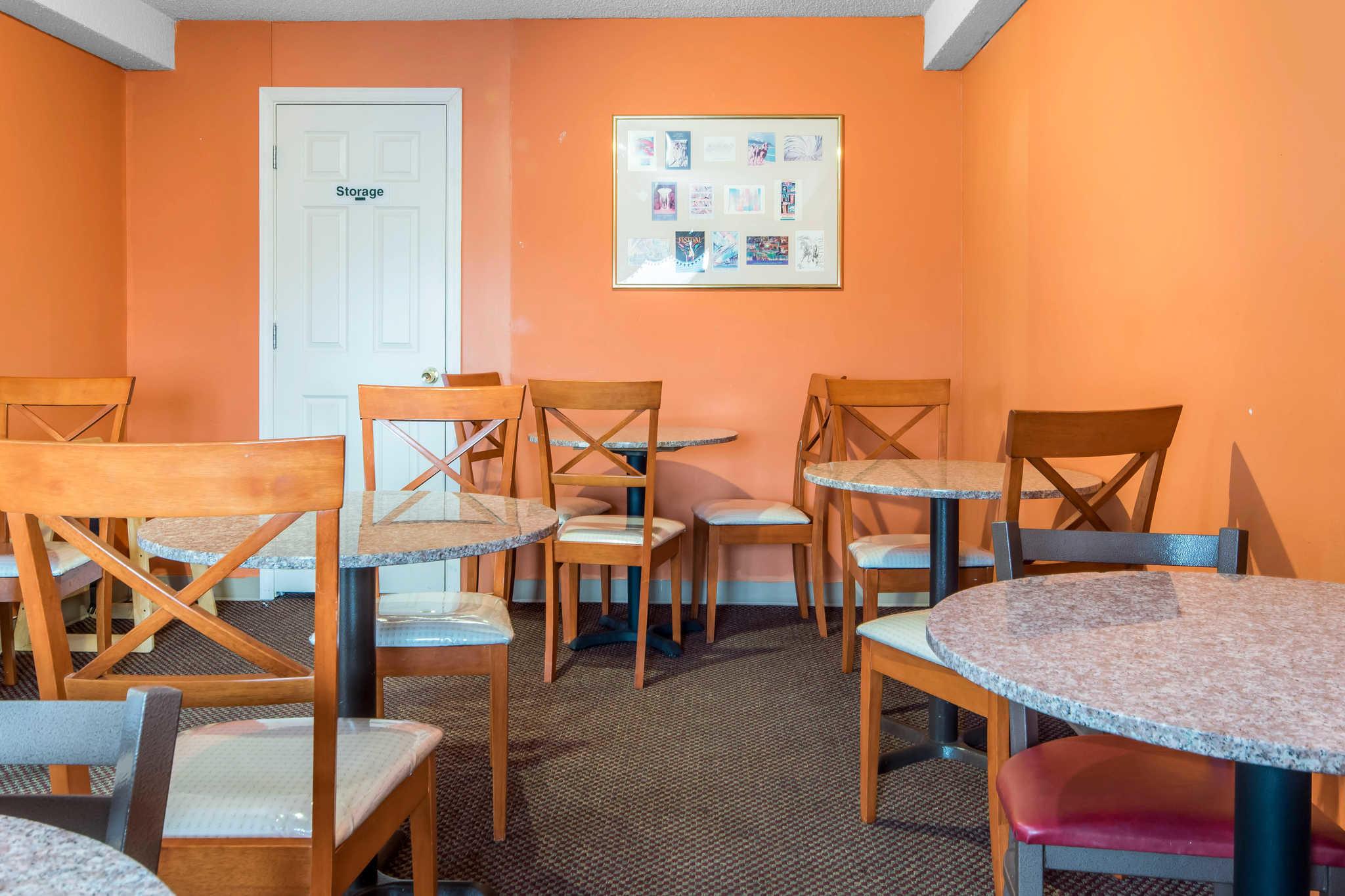 Econo Lodge Inn & Suites I-65 image 23