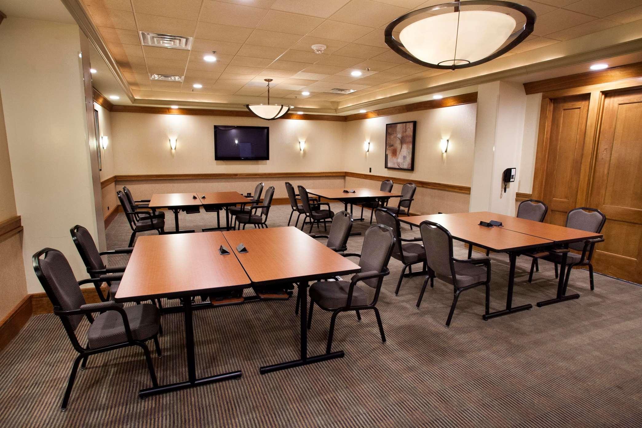Hilton Chicago/Oak Brook Suites image 27