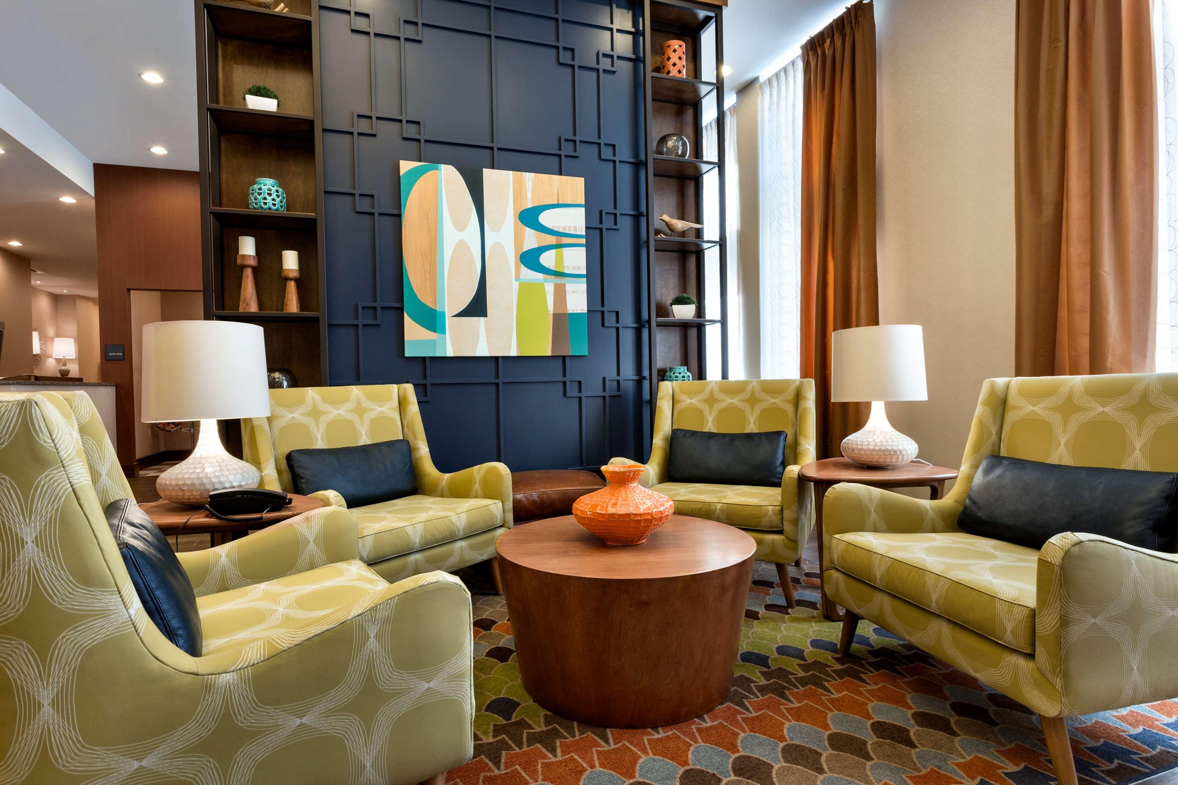 Hampton Inn and Suites Clayton/St Louis-Galleria Area image 2