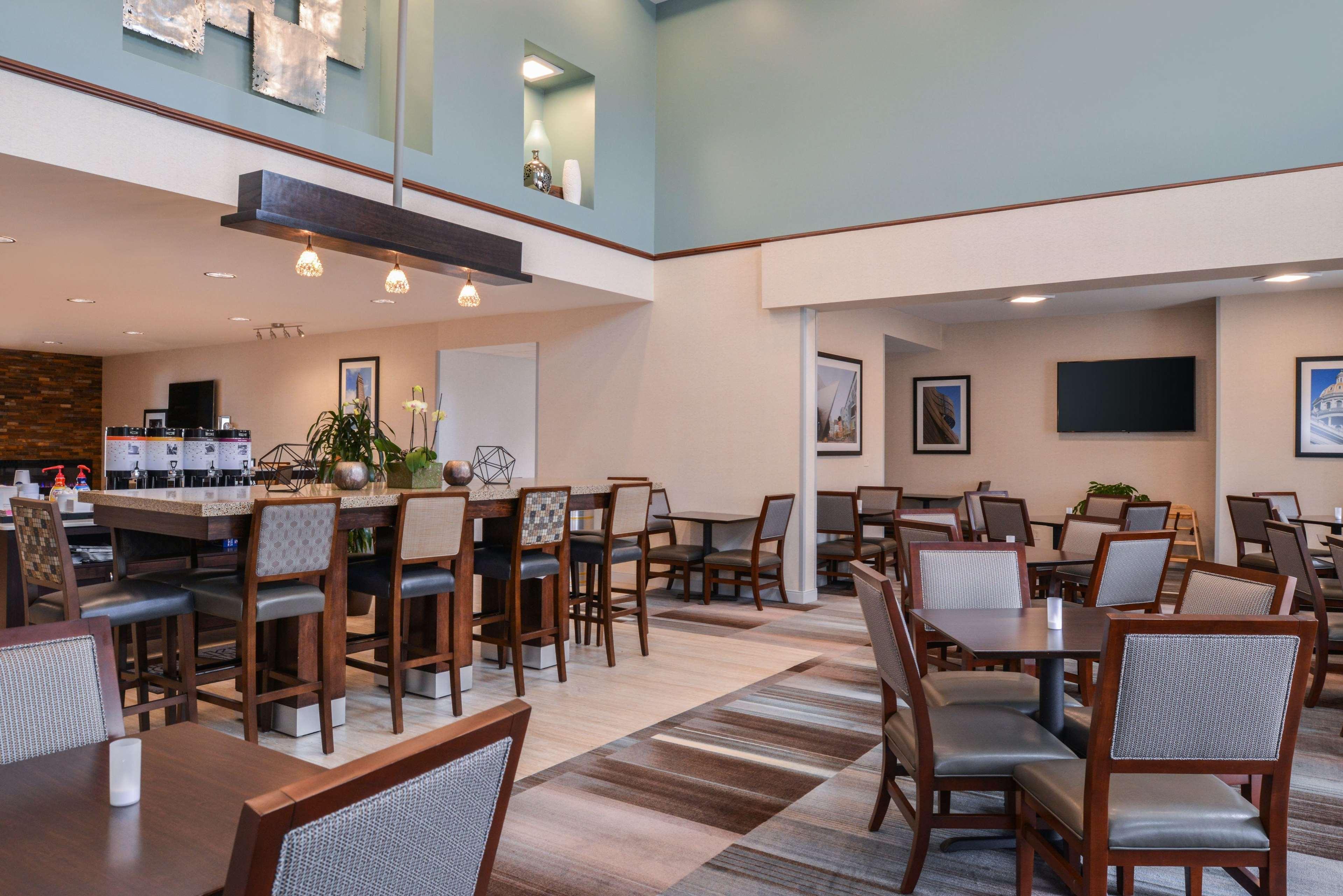 Hampton Inn & Suites Denver-Speer Boulevard image 14