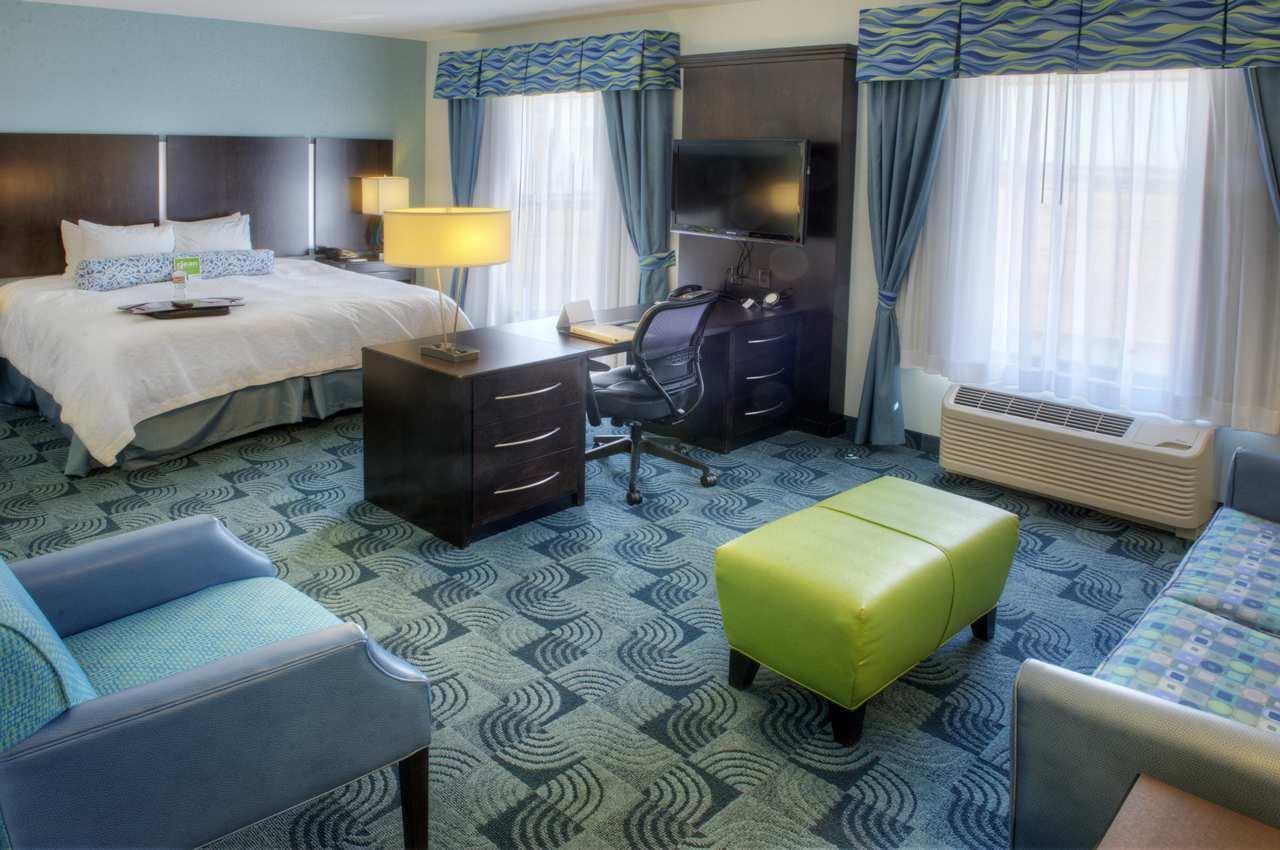 Hampton Inn & Suites Dallas/Lewisville-Vista Ridge Mall, TX image 23