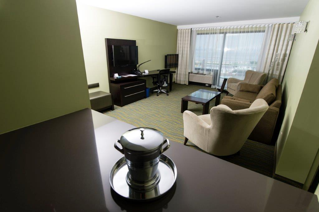 Best Western Plus Hotel Levesque à Riviere-du-Loup: Signature King Suite with River View