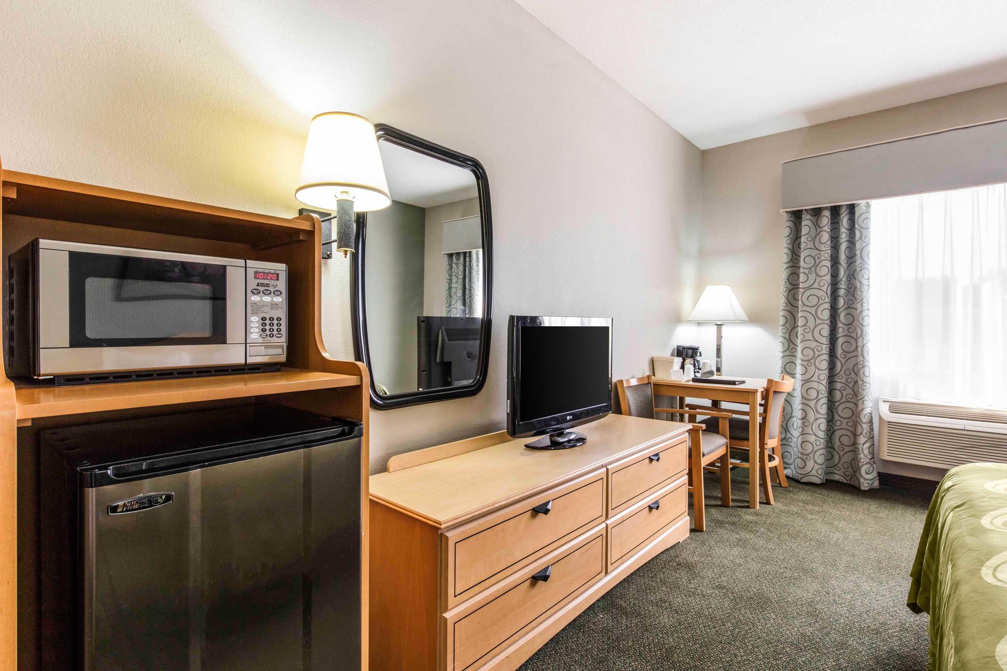 Quality Inn & Suites Jackson Int'l Airport image 8