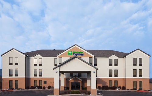 Holiday Inn Express & Suites Lebanon image 4