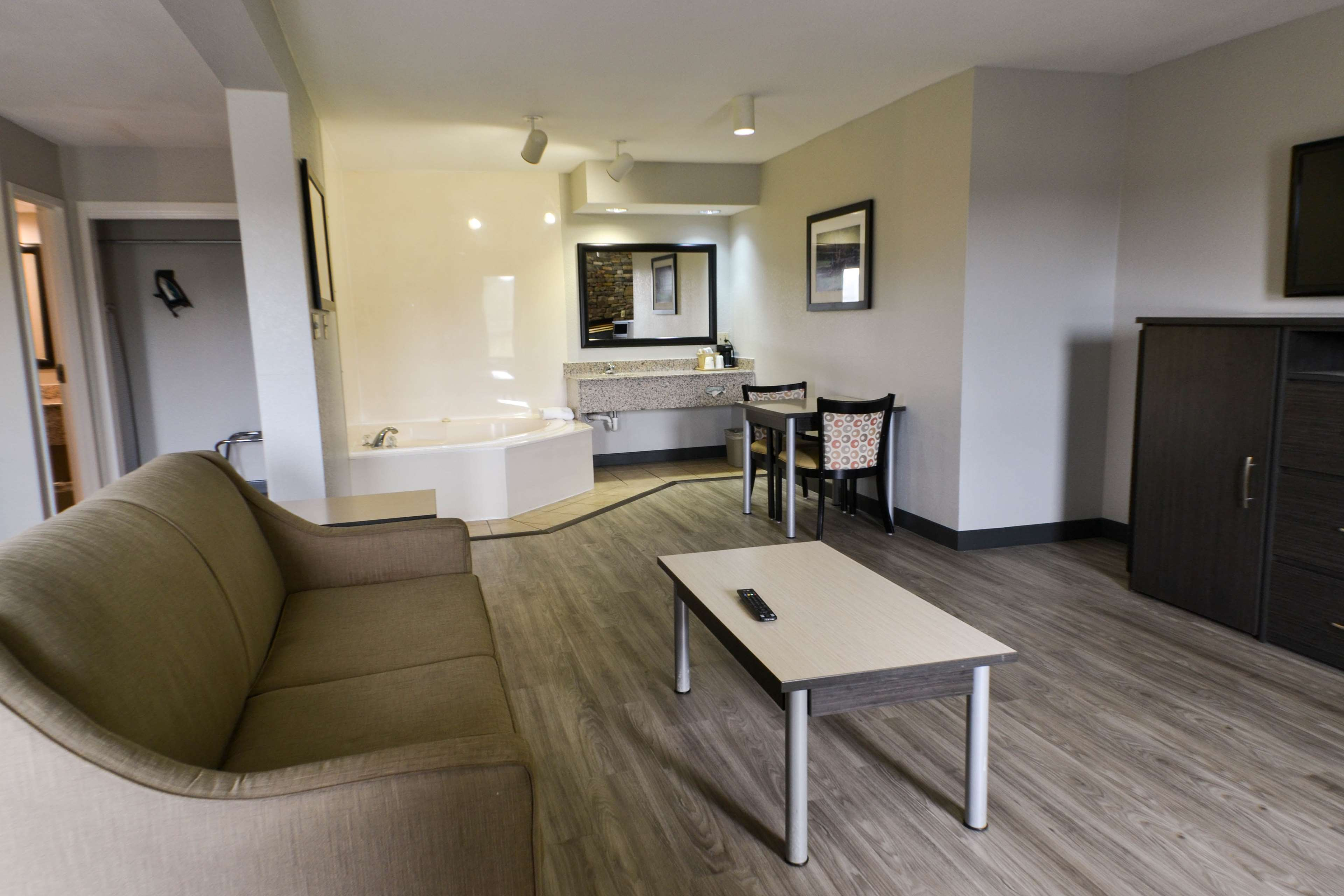 Best Western Cades Cove Inn image 25
