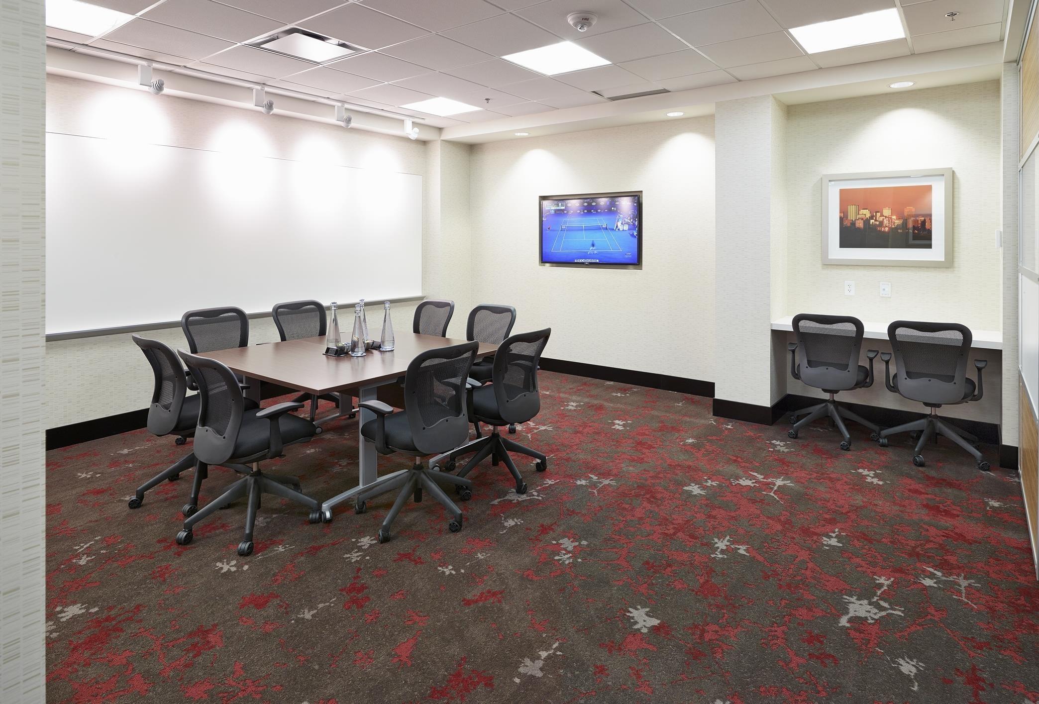 DoubleTree by Hilton Hotel West Edmonton in Edmonton: SilverBirch Conference Room Tables