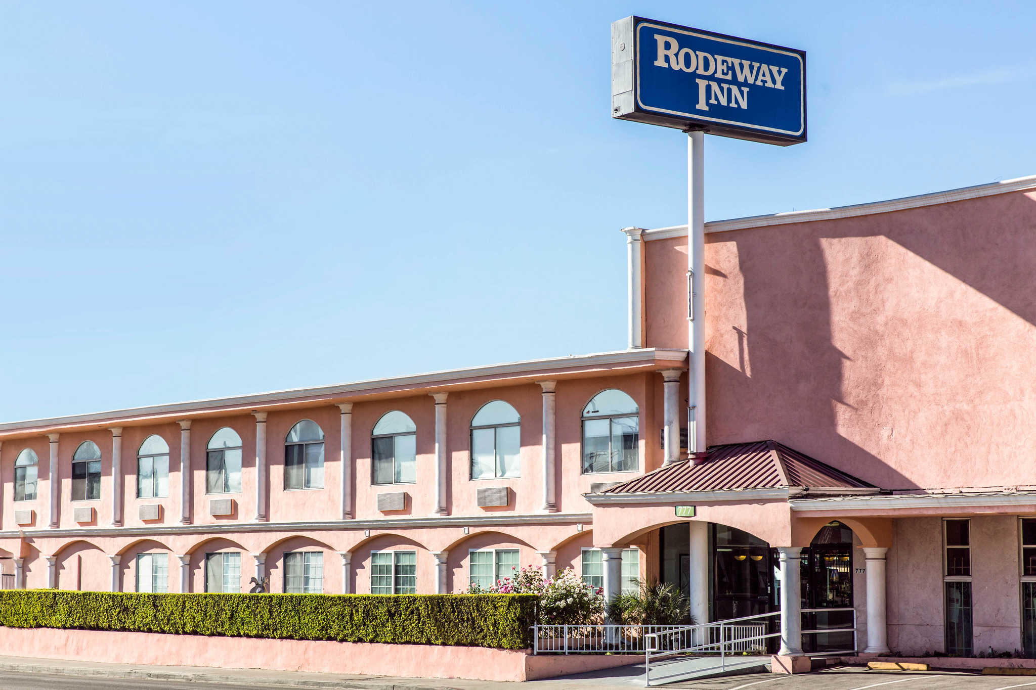 Rodeway Inn image 2