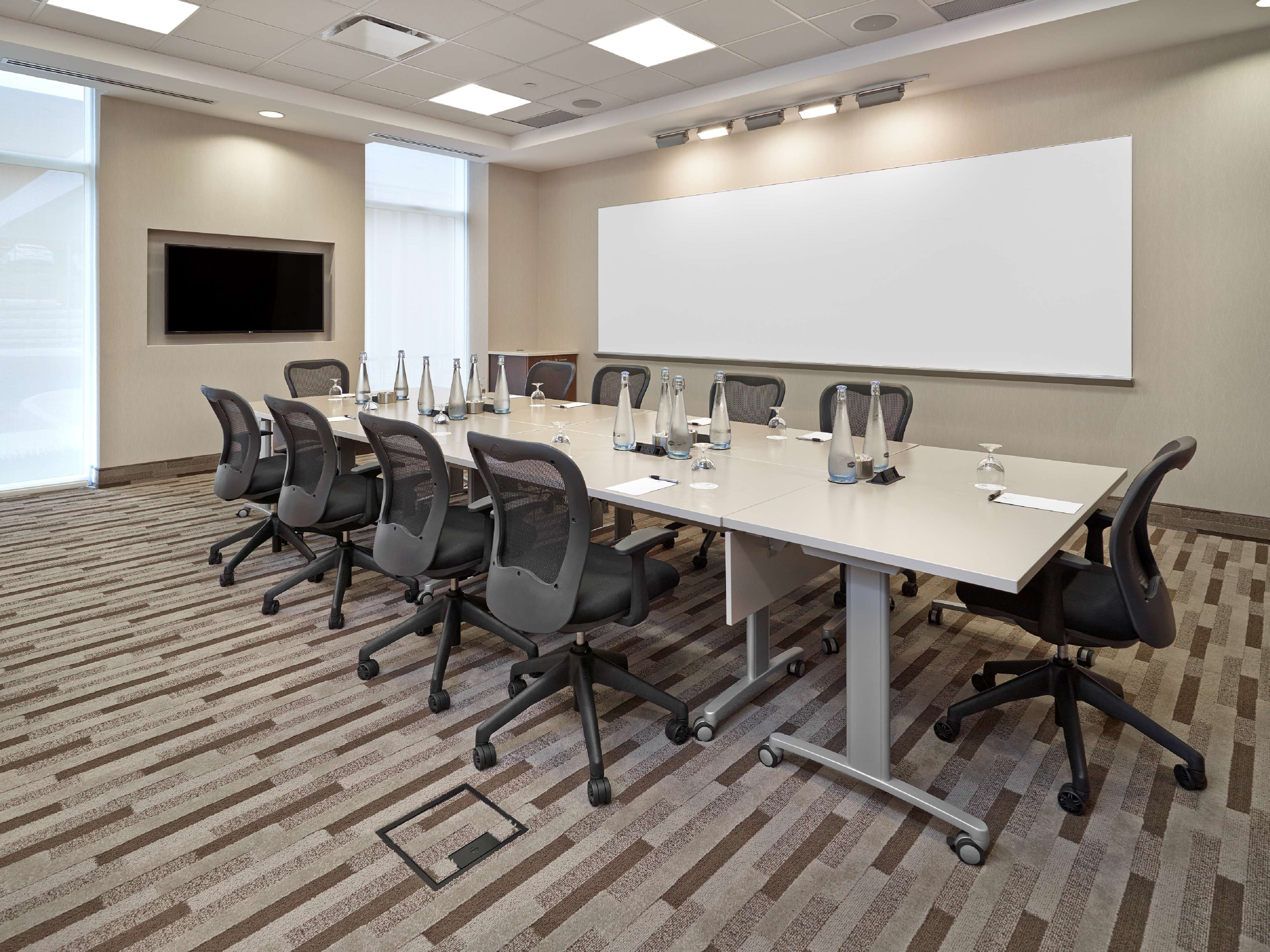 Hampton Inn by Hilton Halifax Downtown in Halifax: Meeting Room