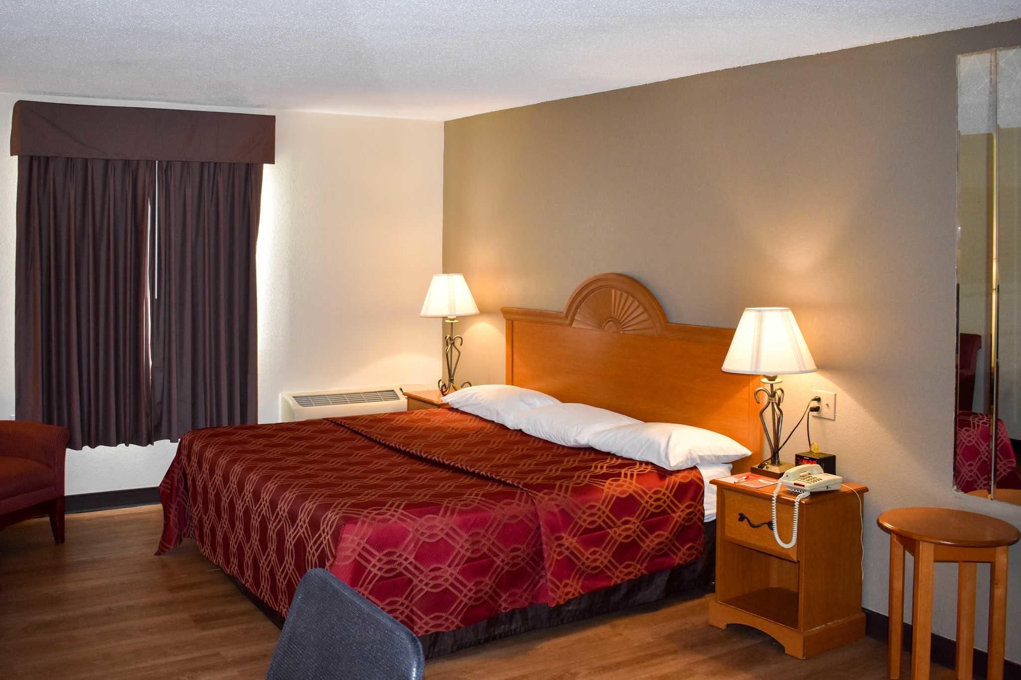Econo Lodge Inn & Suites - Closed image 17