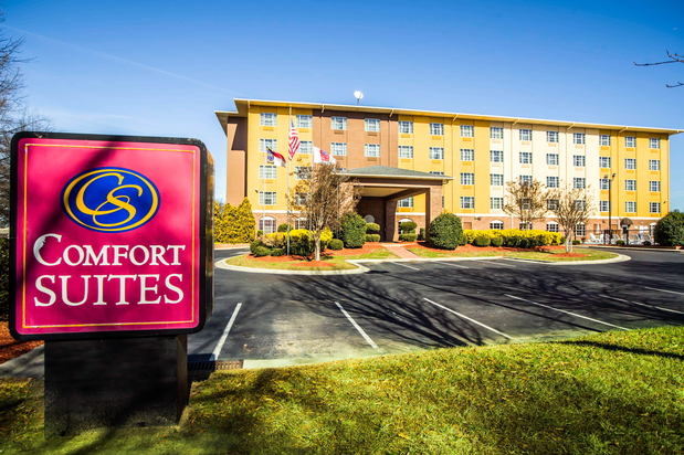 Comfort suites in pineville nc 28134 citysearch for Motels close to charlotte motor speedway