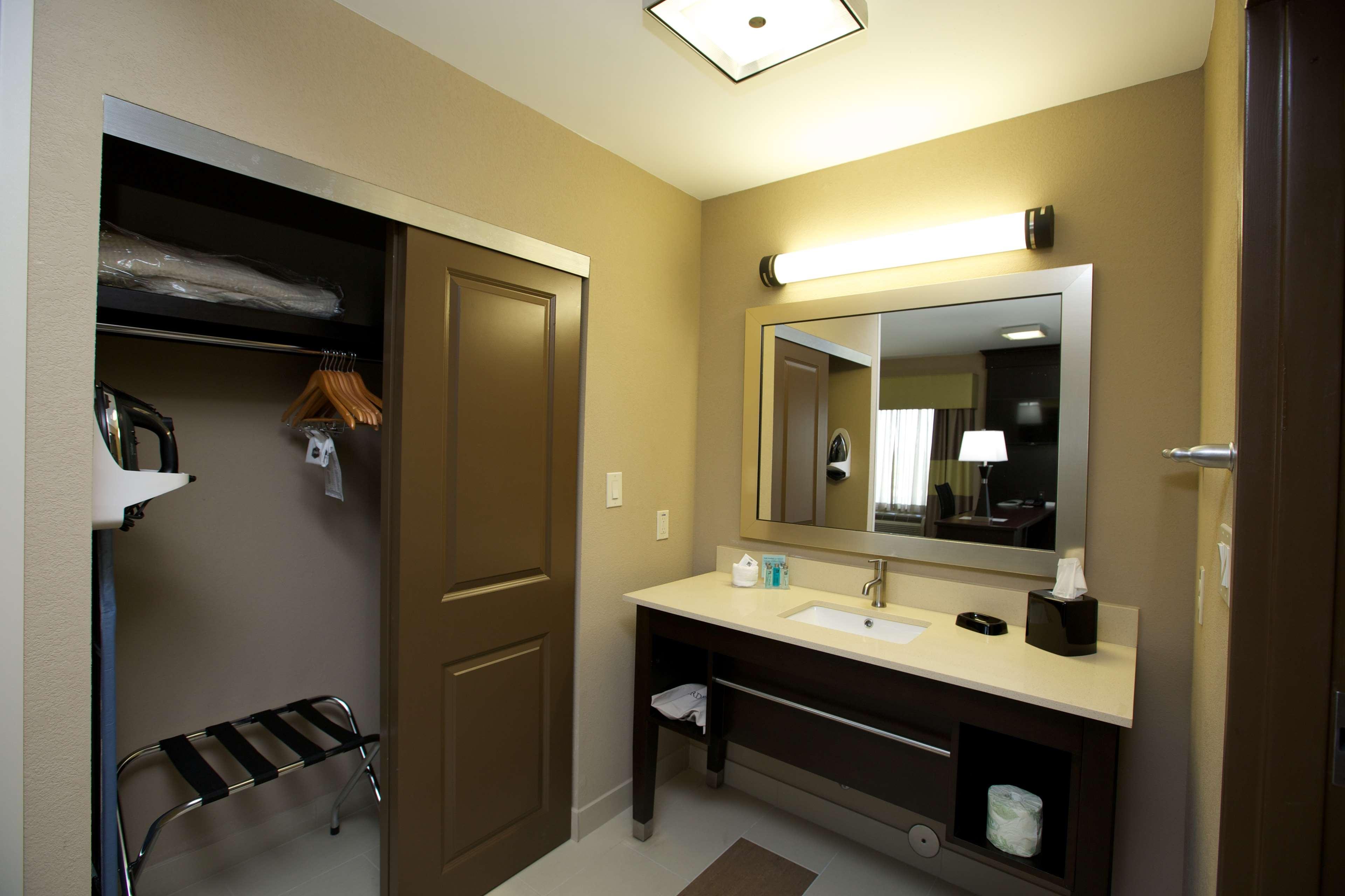 Hampton Inn & Suites Missouri City, TX image 27