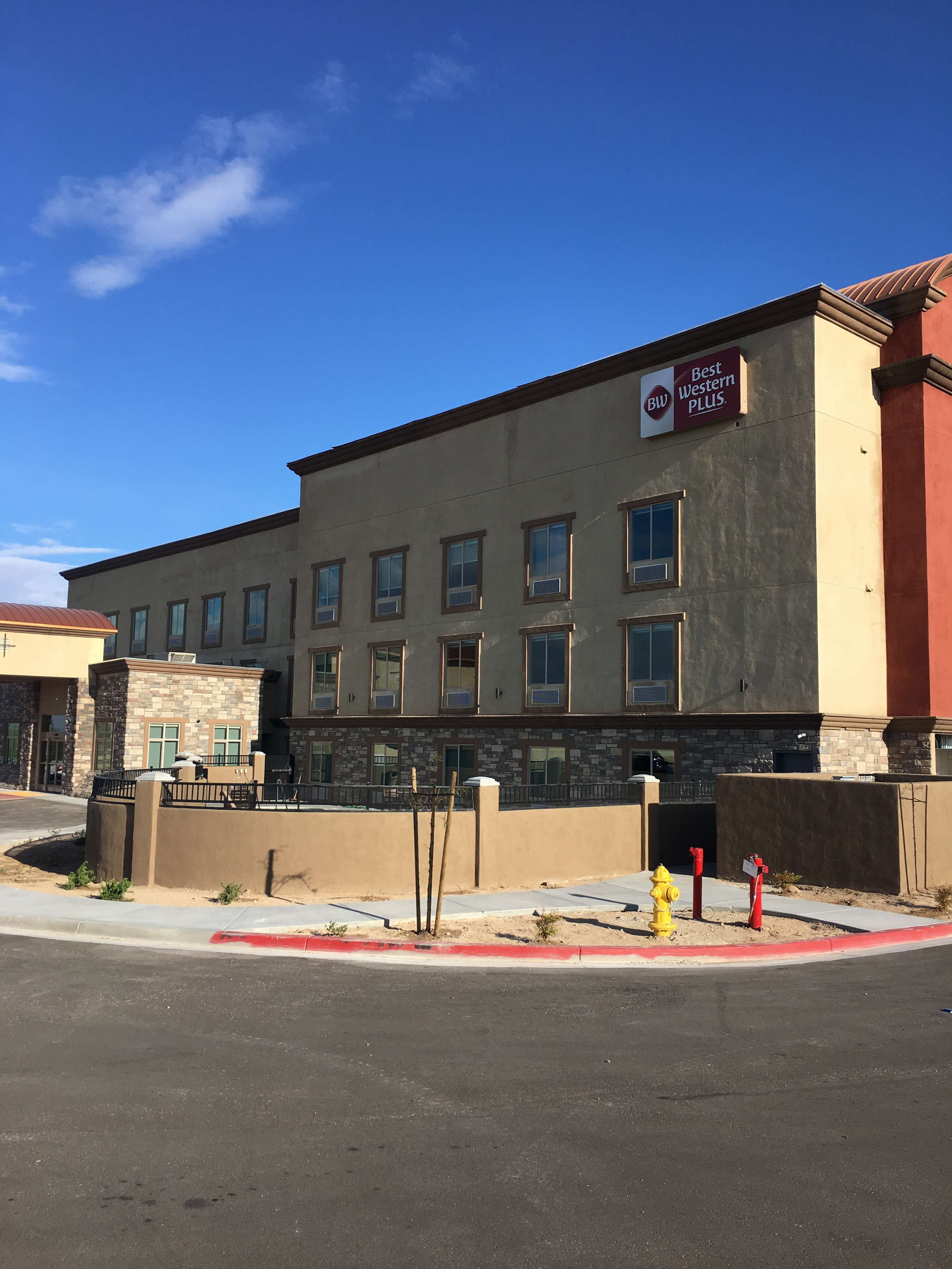 Best Western Plus Commerce Parkway Inn & Suites image 2