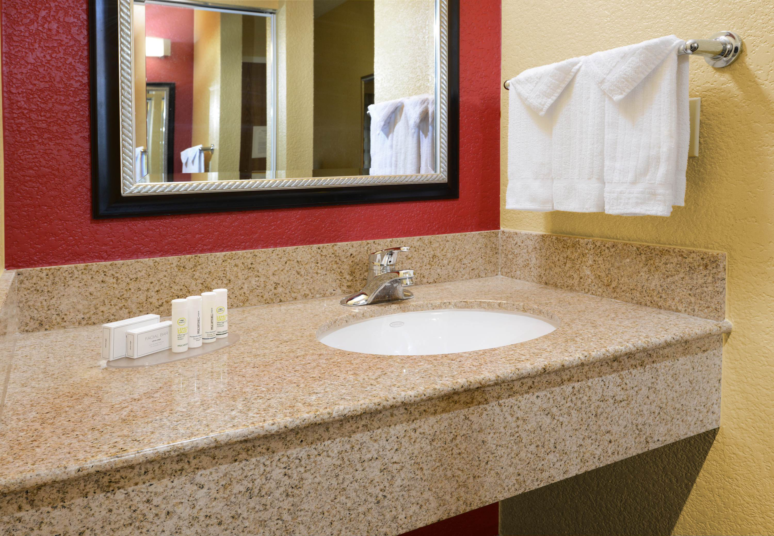 Courtyard by Marriott Fort Worth University Drive image 6