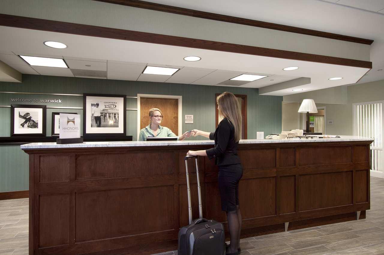 Hampton Inn & Suites Providence/Warwick-Airport image 3