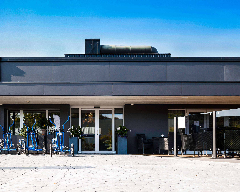 Entrance Hotel/Restaurant