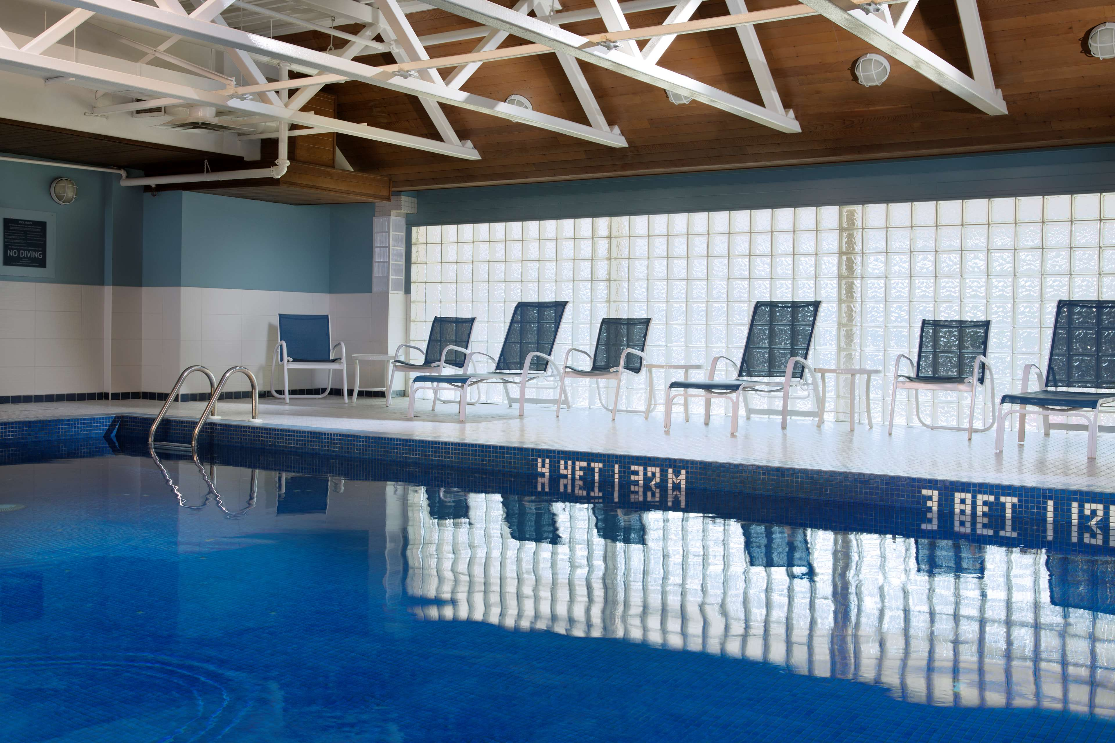 Four Points by Sheraton Hotel & Conference Centre Gatineau-Ottawa à Gatineau: Indoor pool