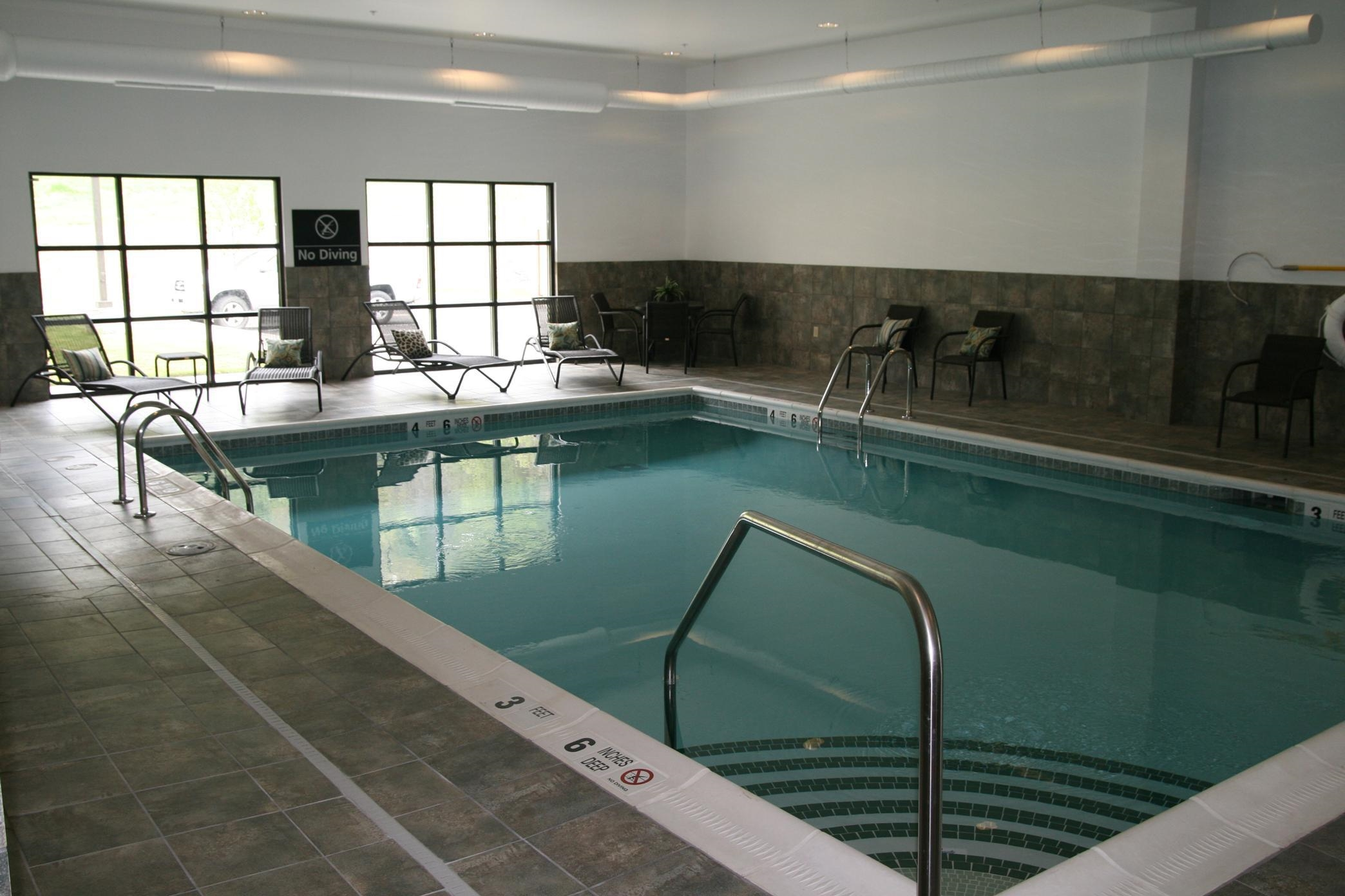 Hampton Inn & Suites Warren image 3