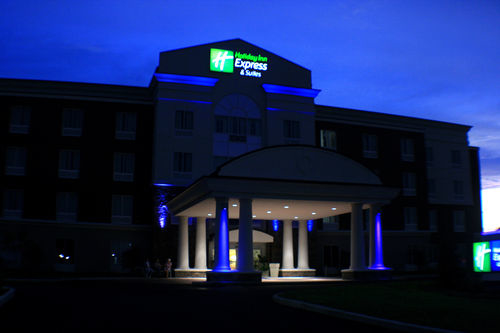 Holiday Inn Express & Suites Terre Haute image 4