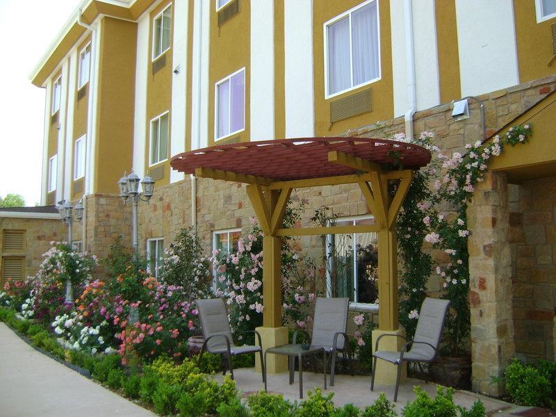 Best Western Plus Blanco Luxury Inn & Suites image 28