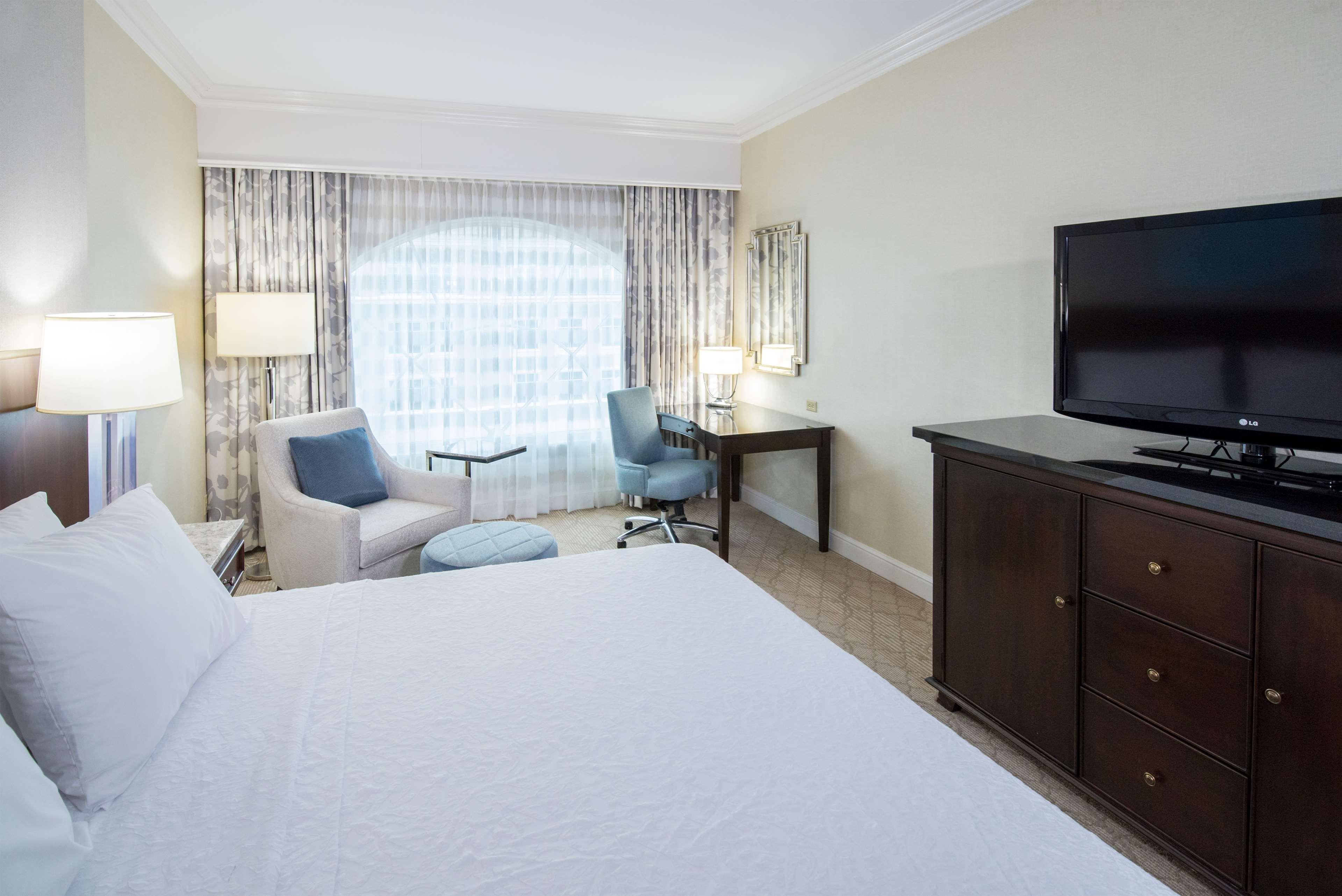 Hampton Inn & Suites Charlotte/South Park at Phillips Place image 26