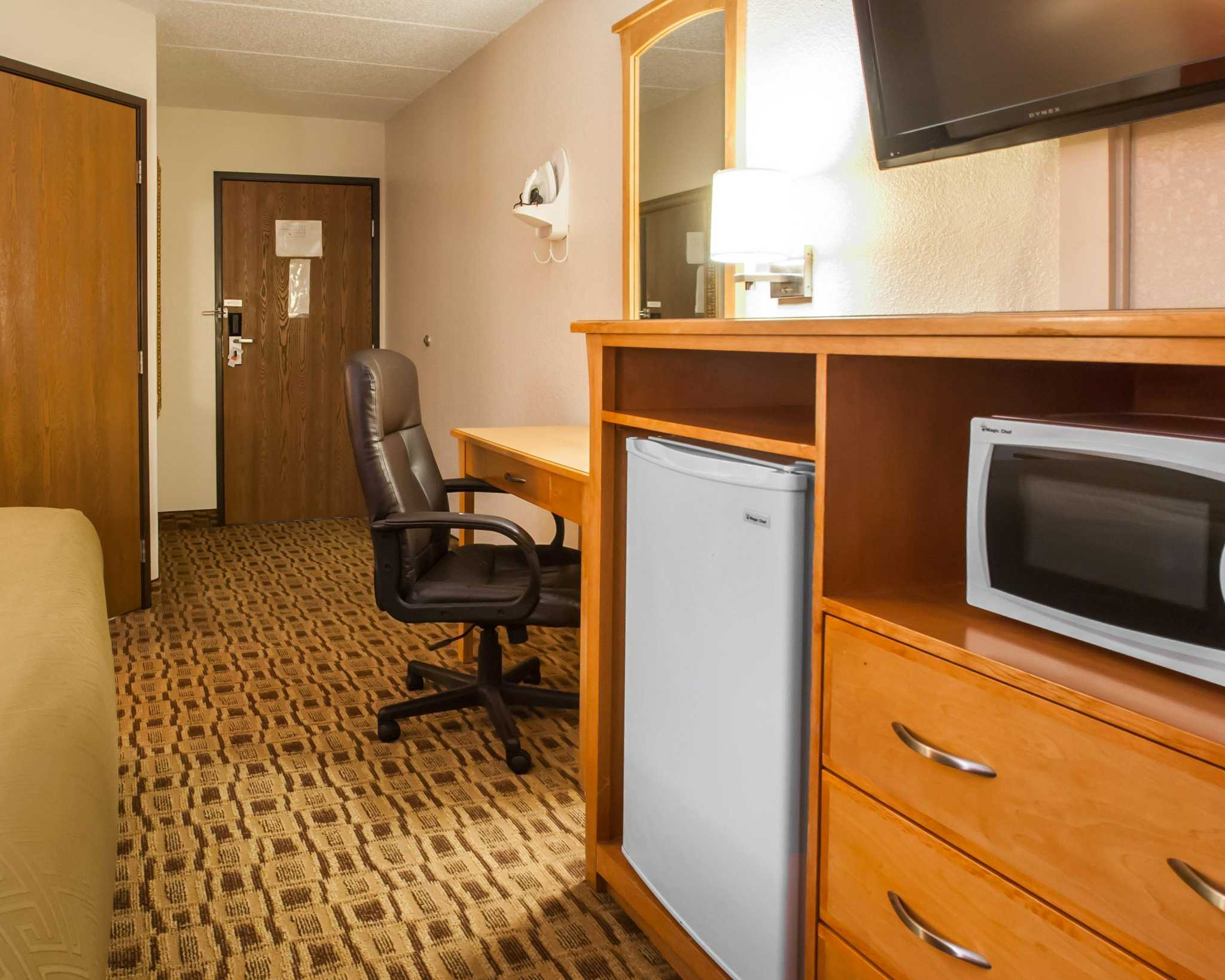 Econo Lodge Kansas City Downtown North image 7