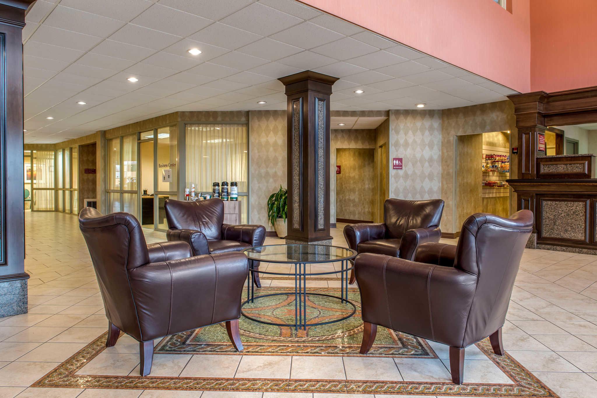 Quality Hotel - Cincinnati Blue Ash image 3