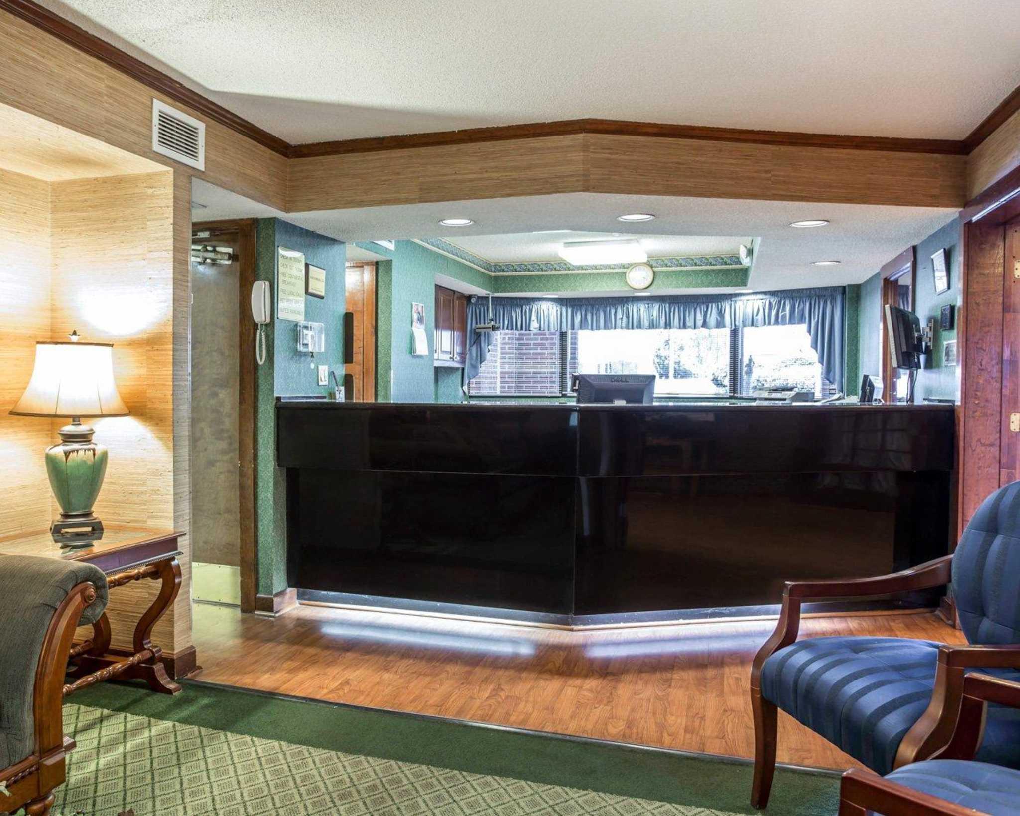 Econo Lodge & Suites Lake Norman image 14