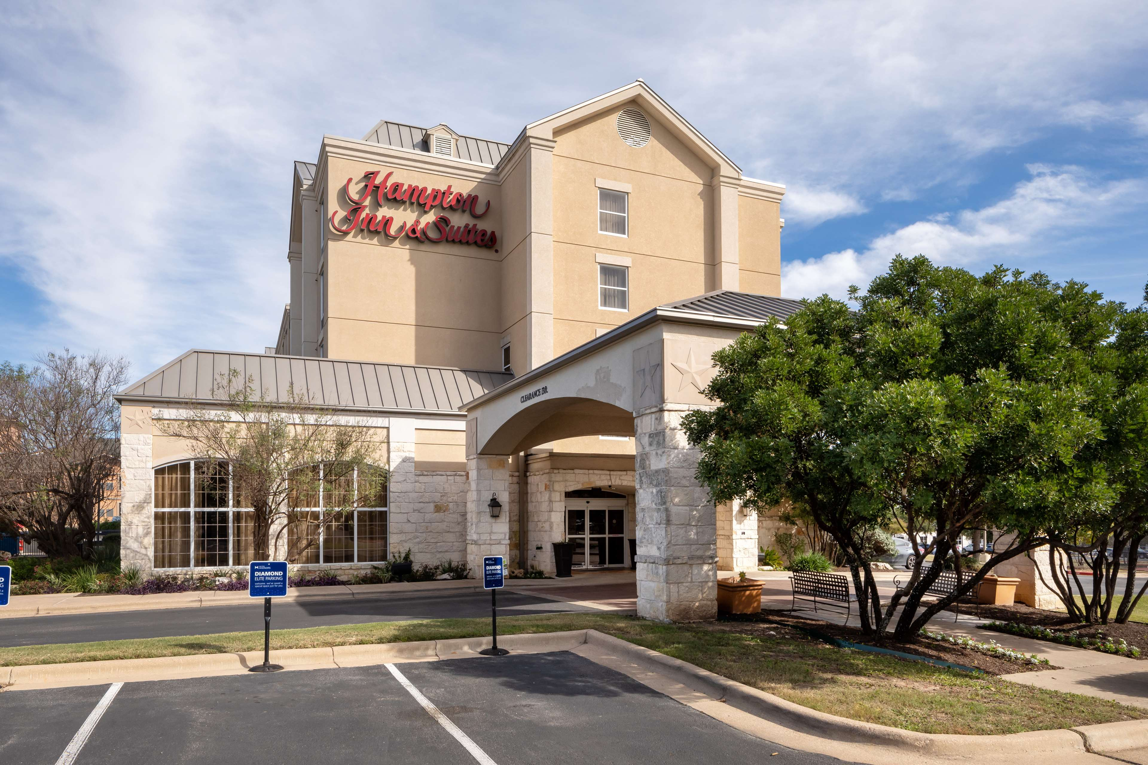 Hampton Inn & Suites Austin-Airport image 3