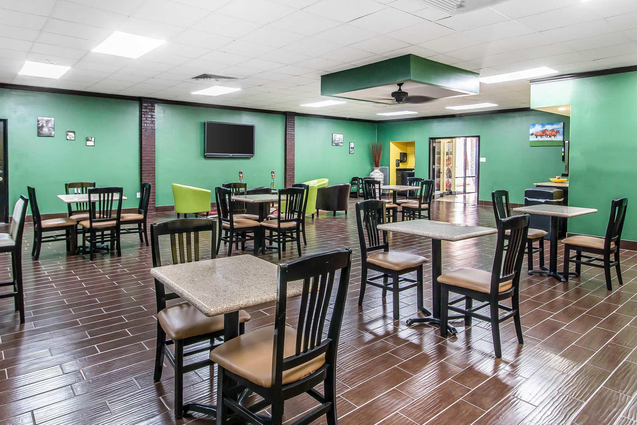 Quality Inn Hinesville - Fort Stewart Area image 22