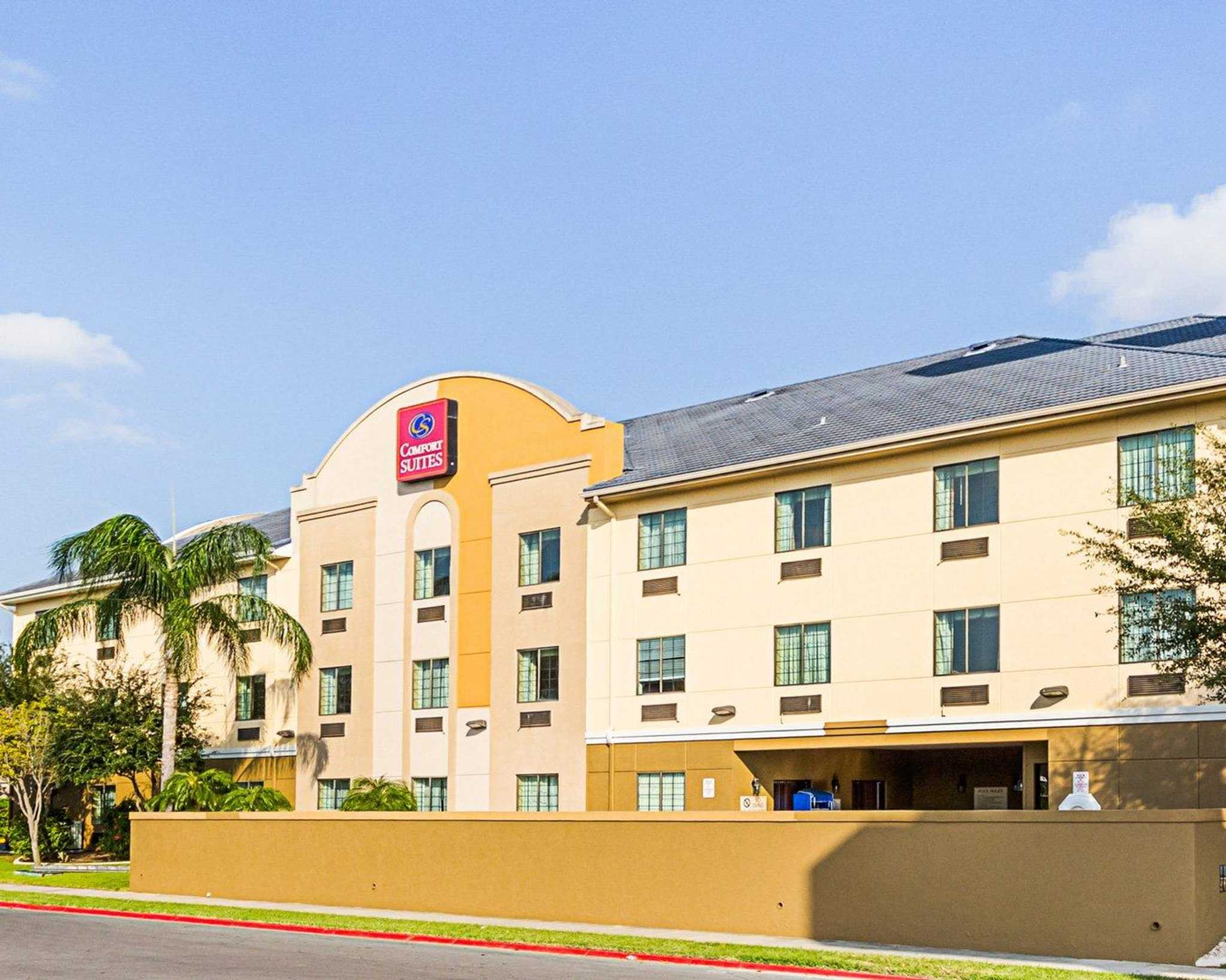 Comfort Suites At Plaza Mall image 2