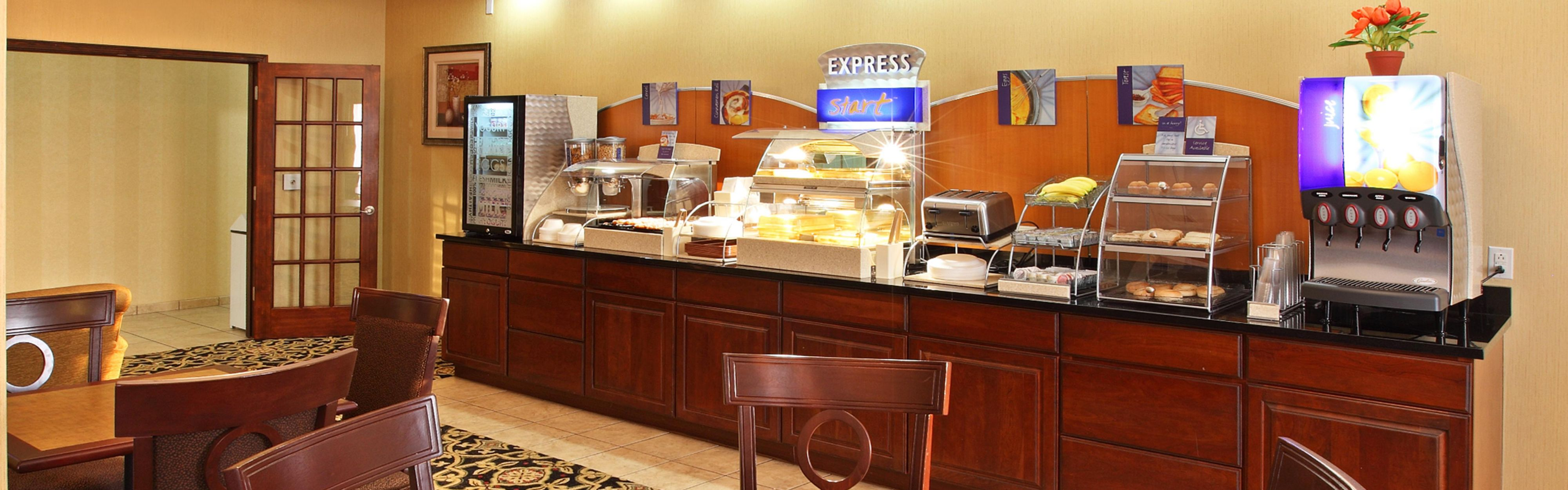 Holiday Inn Express & Suites Clarksville image 3