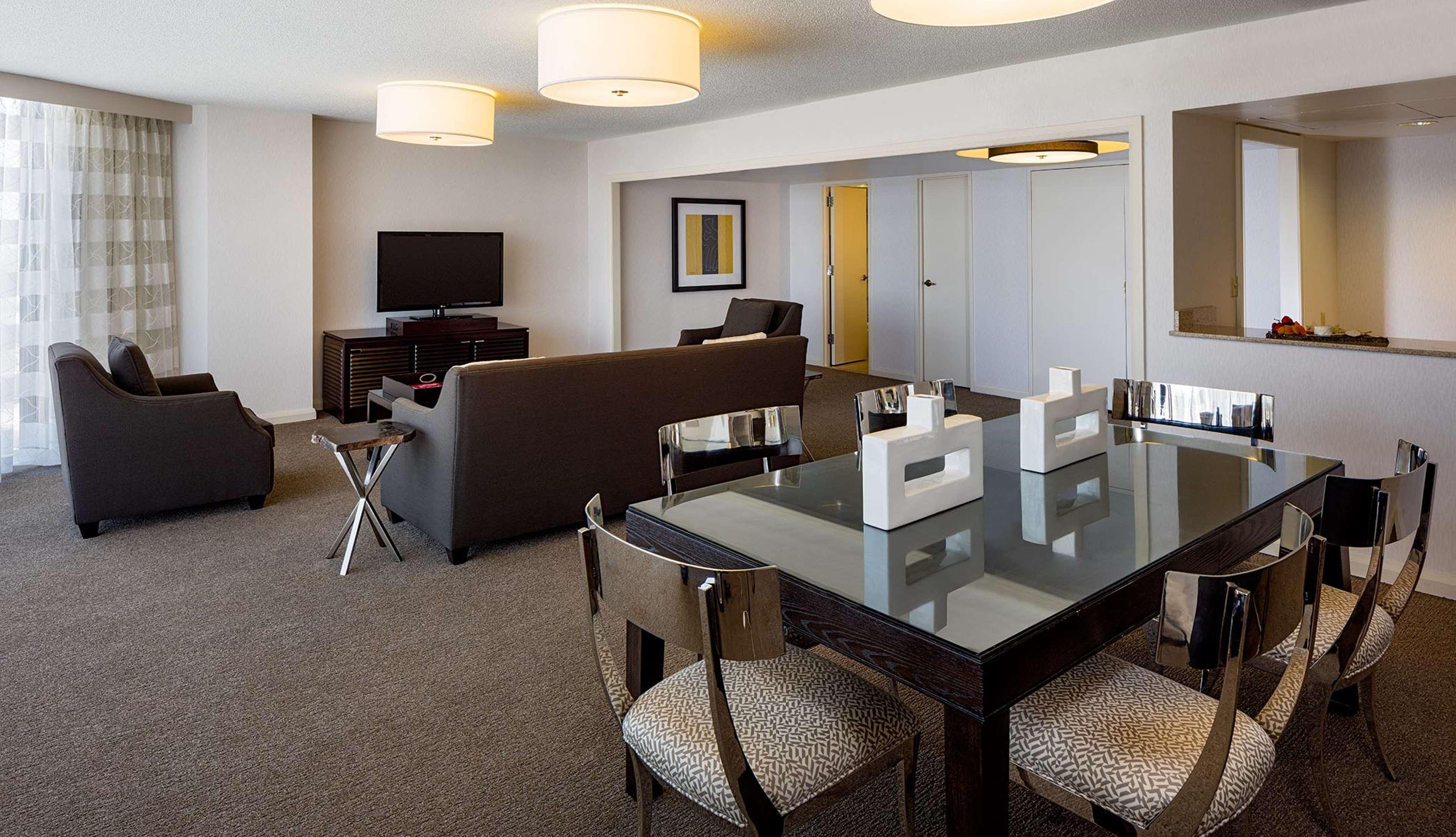 DoubleTree by Hilton Hotel Houston - Greenway Plaza image 14