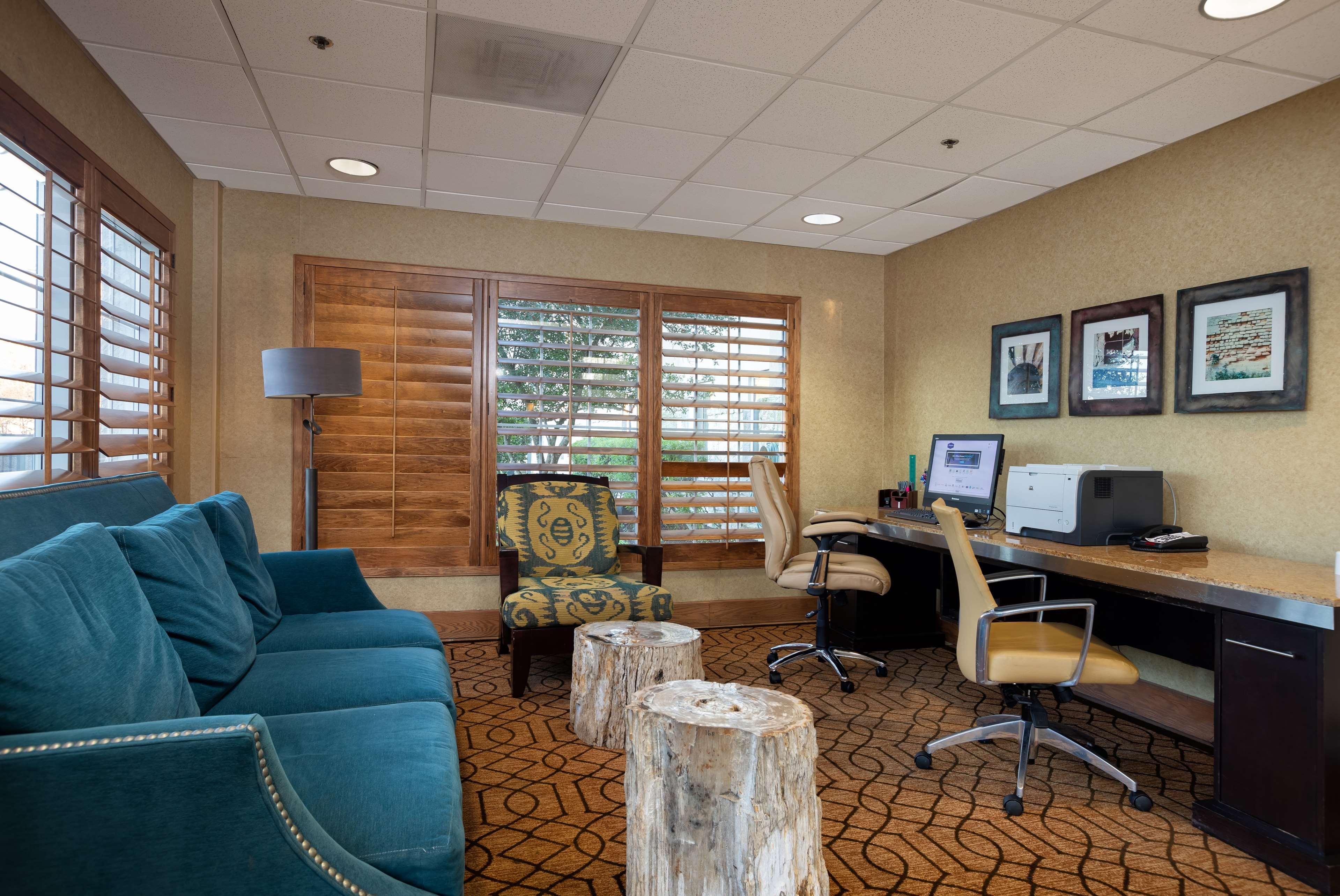 Hampton Inn & Suites Austin-Airport image 45
