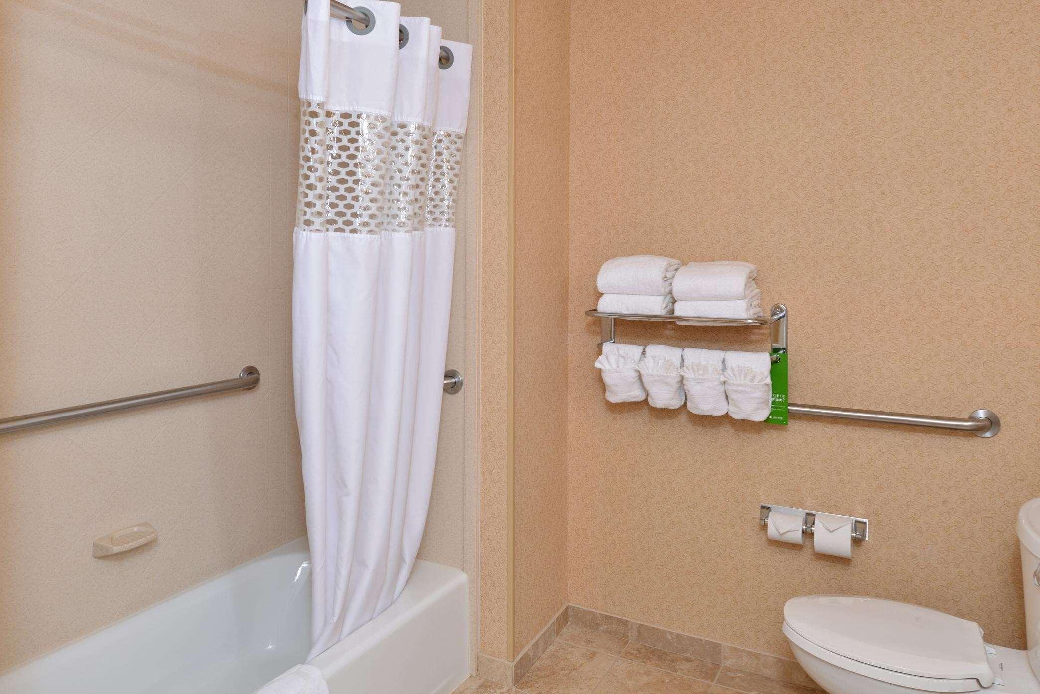 Hampton Inn & Suites Casper image 10