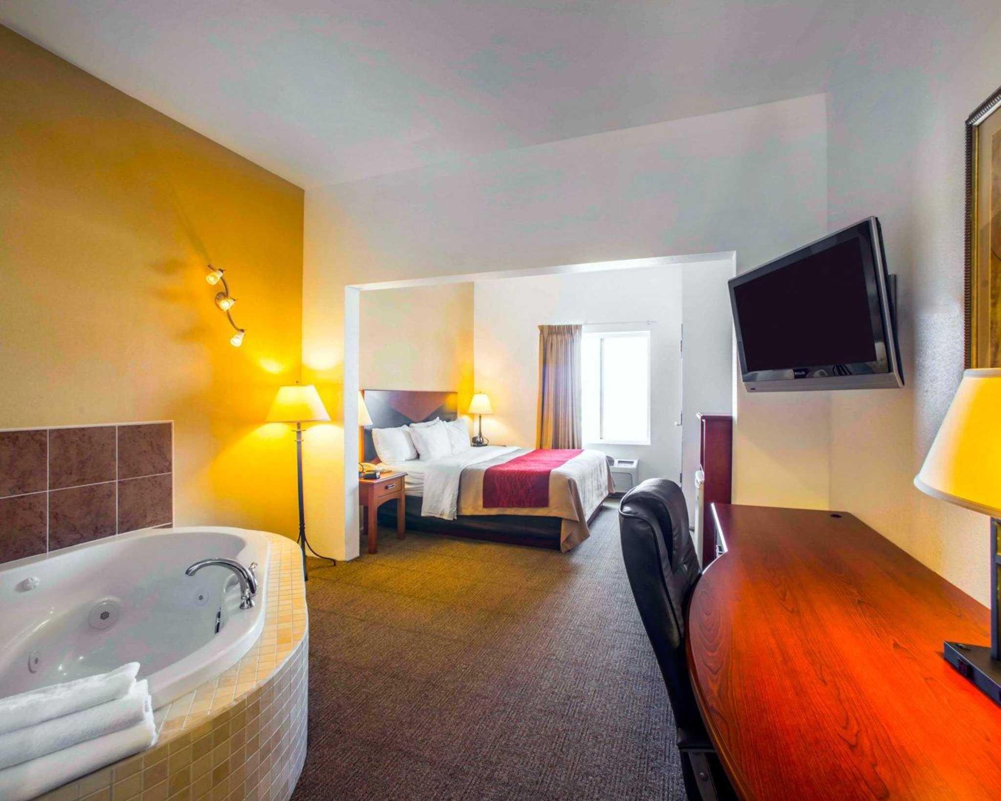 Comfort Inn & Suites Greenville I-70 image 18