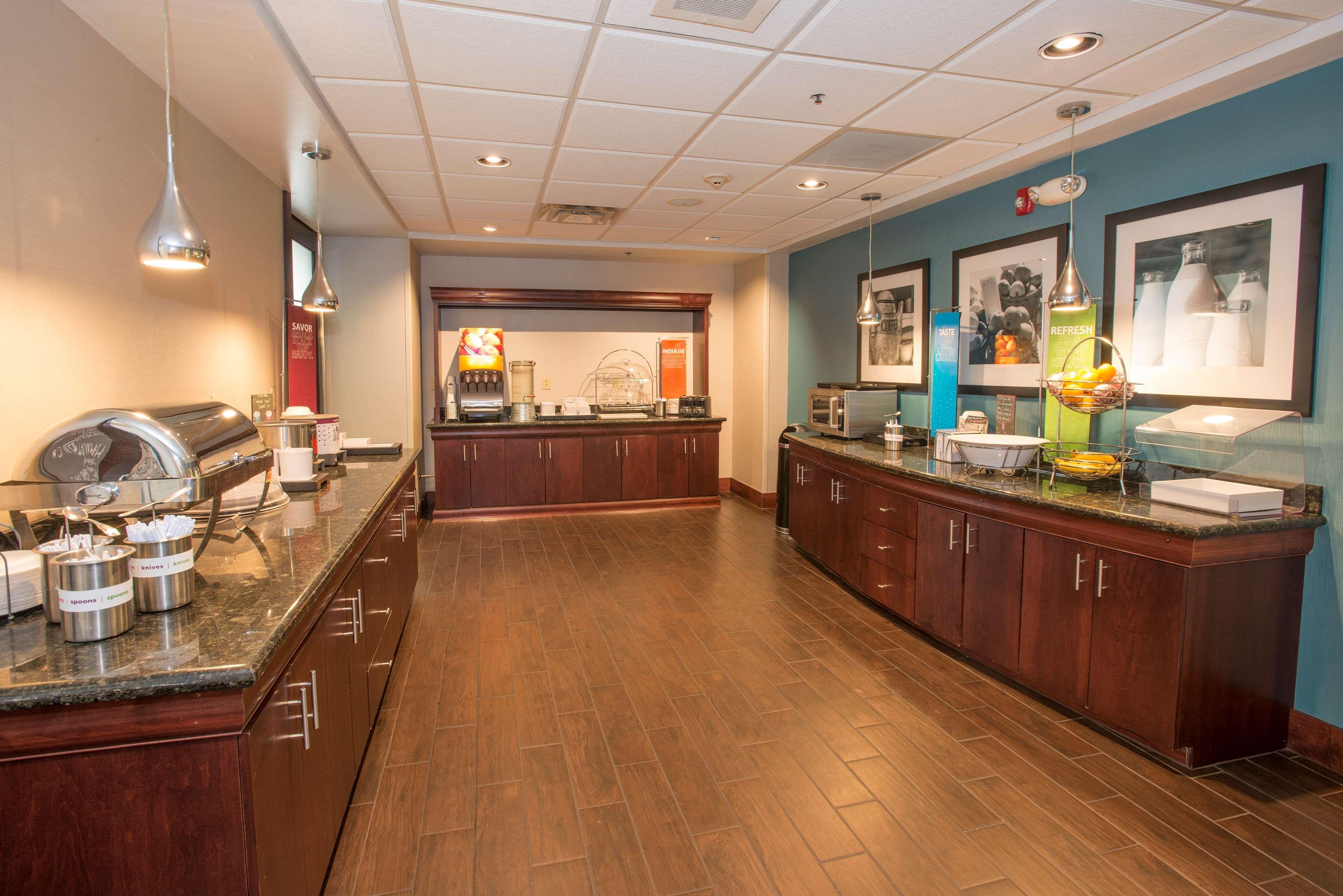 Hampton Inn & Suites Dayton-Airport image 12