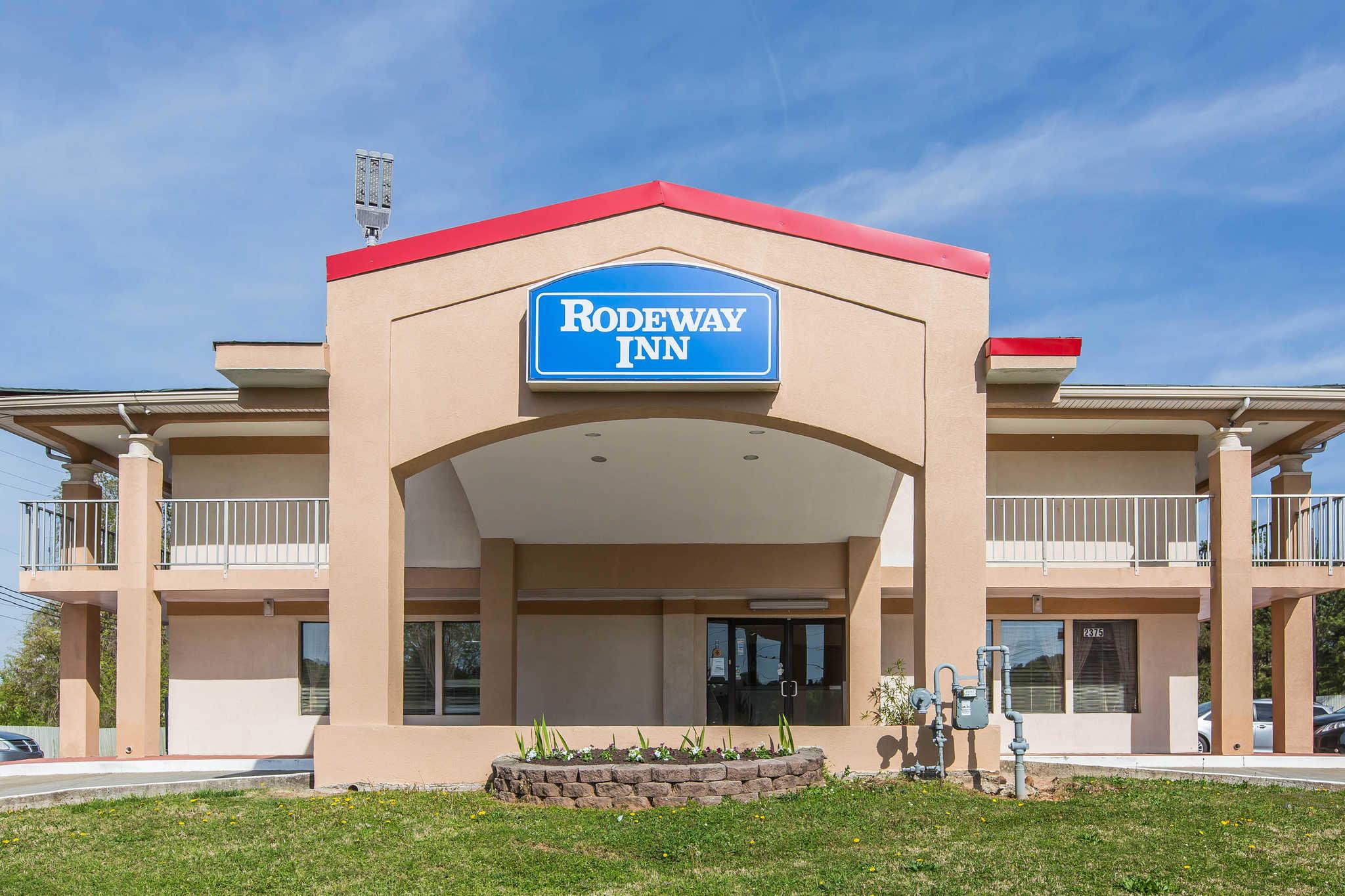 Rodeway Inn & Suites image 1