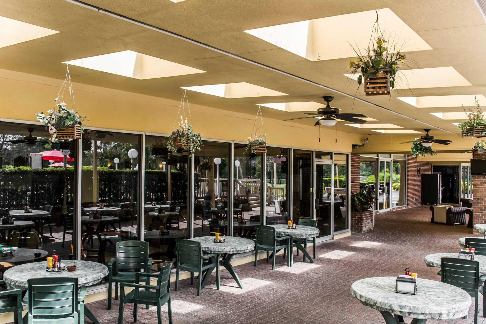 Quality Inn & Suites Golf Resort image 21
