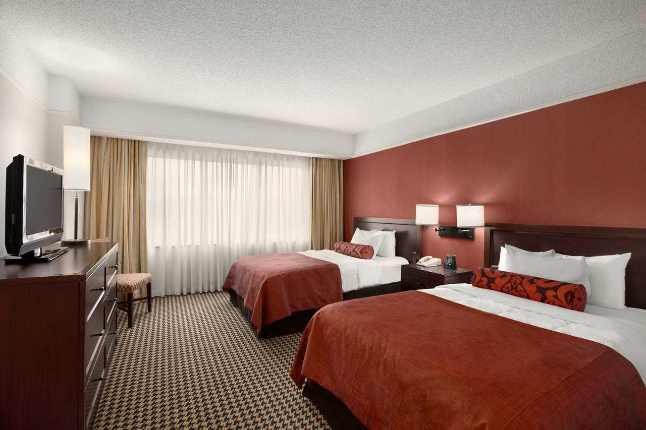 Embassy Suites by Hilton Atlanta Perimeter Center image 6