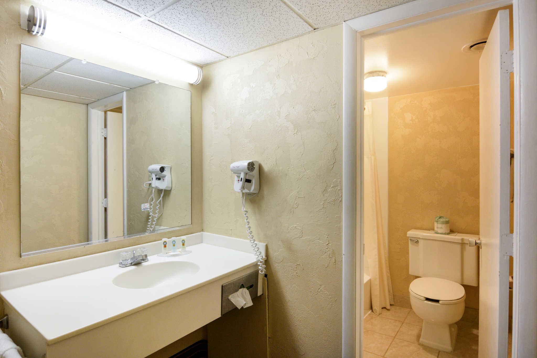 Quality Inn Skyline Drive image 13
