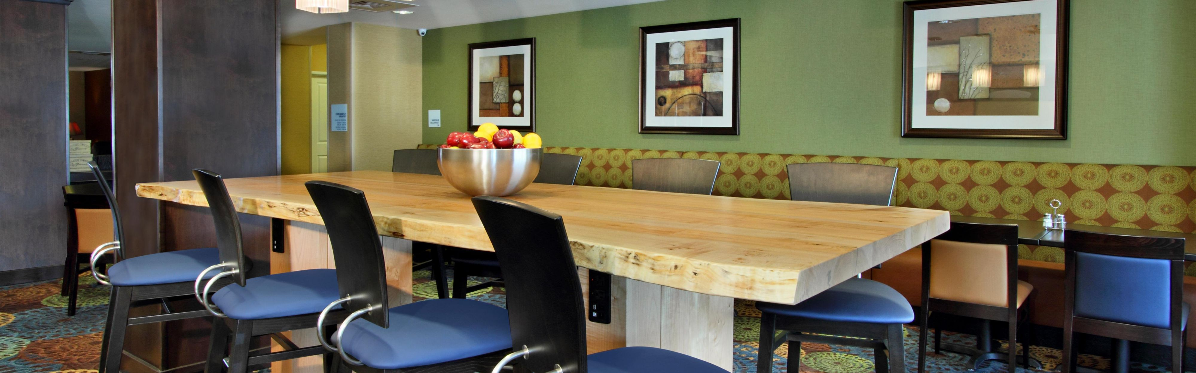 Holiday Inn Express & Suites Colorado Springs-First & Main image 3