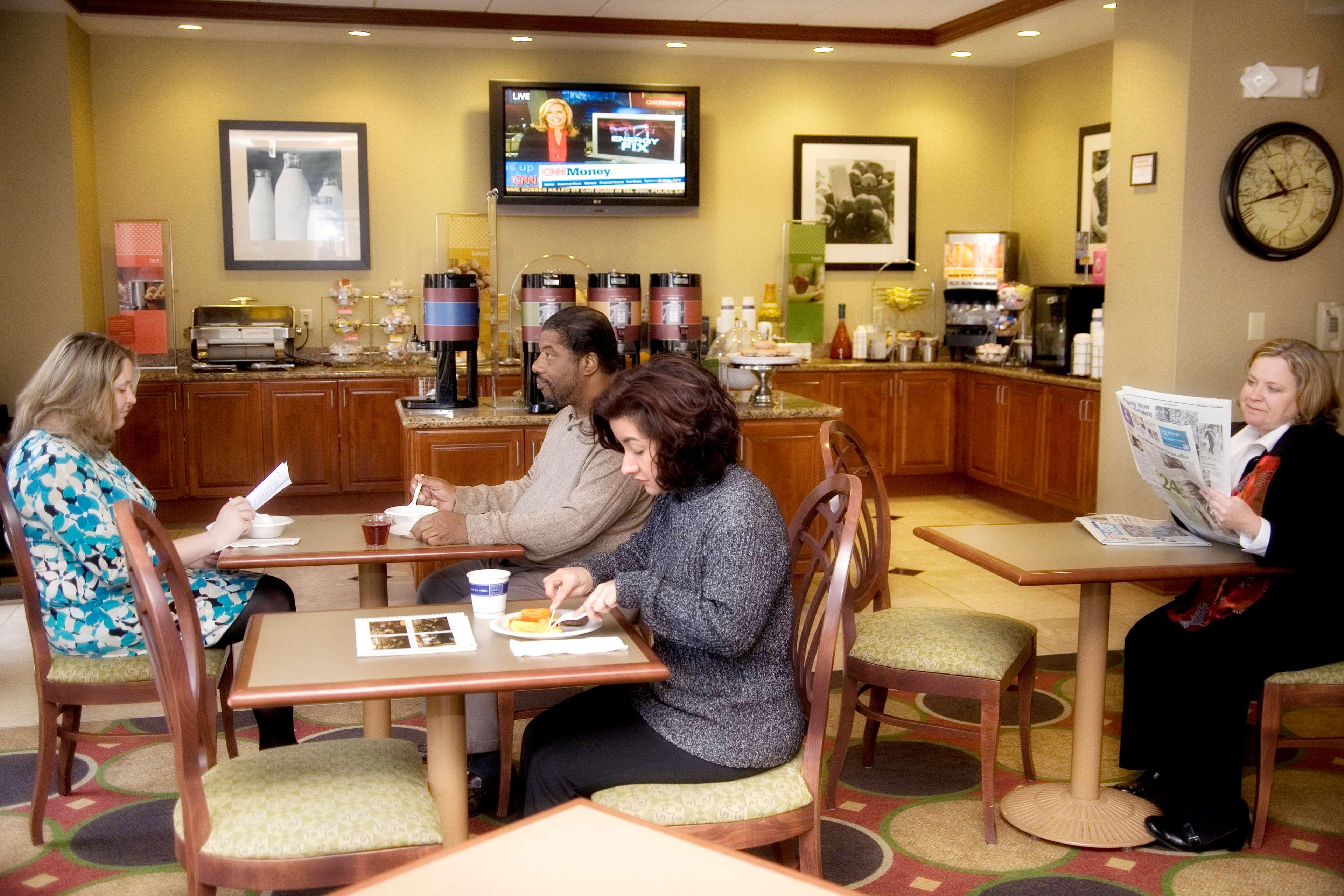 Hampton Inn & Suites Knoxville-Downtown image 11