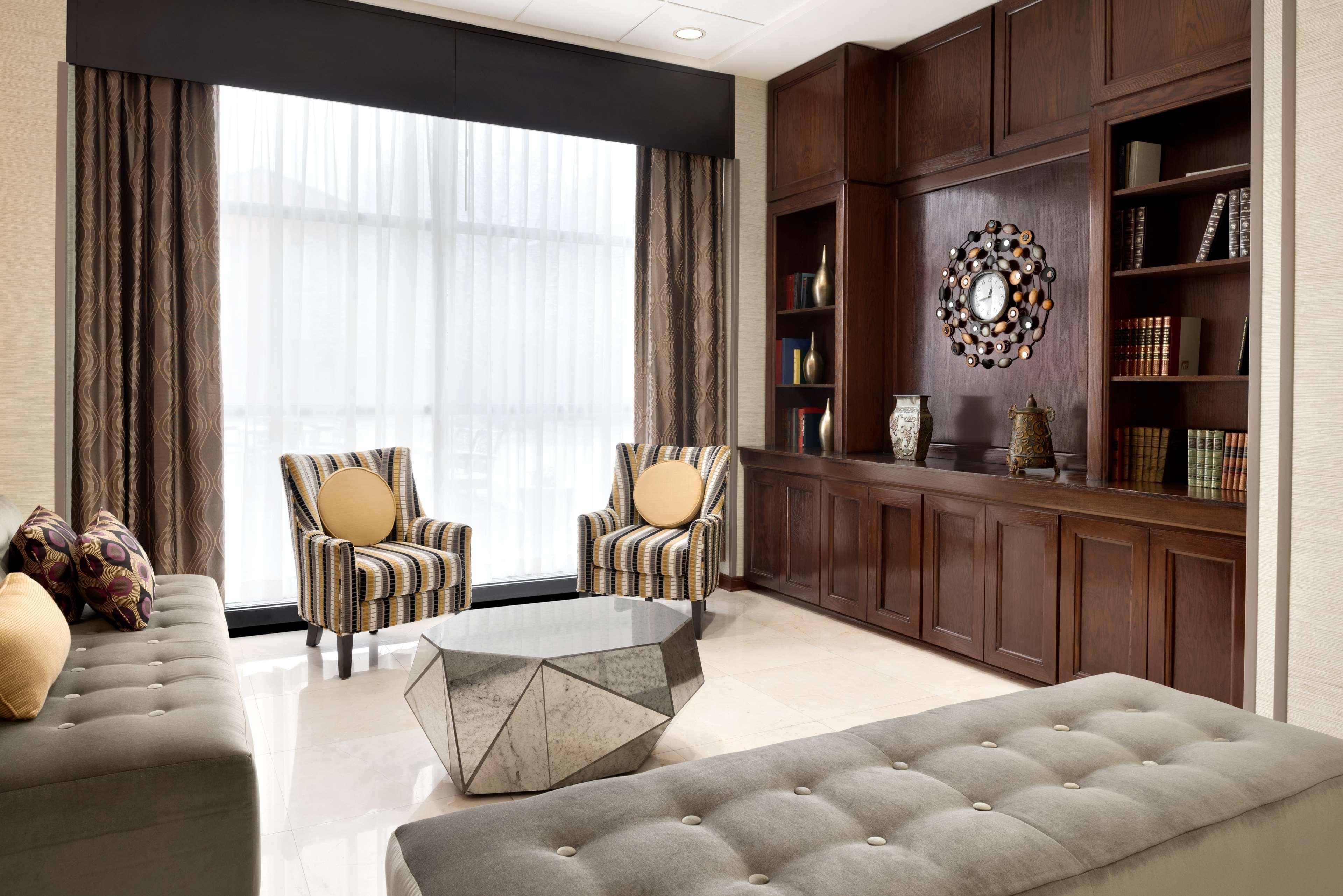 DoubleTree by Hilton Hotel Milwaukee - Brookfield image 5