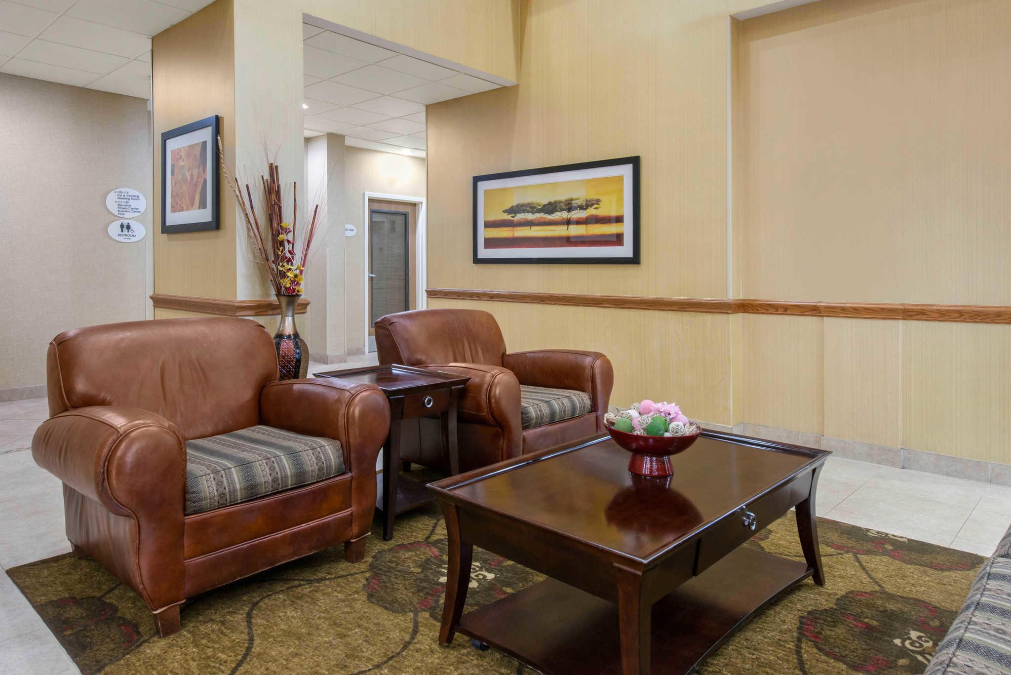 Comfort Suites Near Universal Orlando Resort image 4