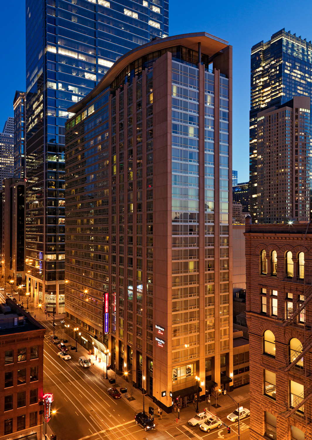 Residence inn by marriott chicago downtown river north at for Suites in chicago