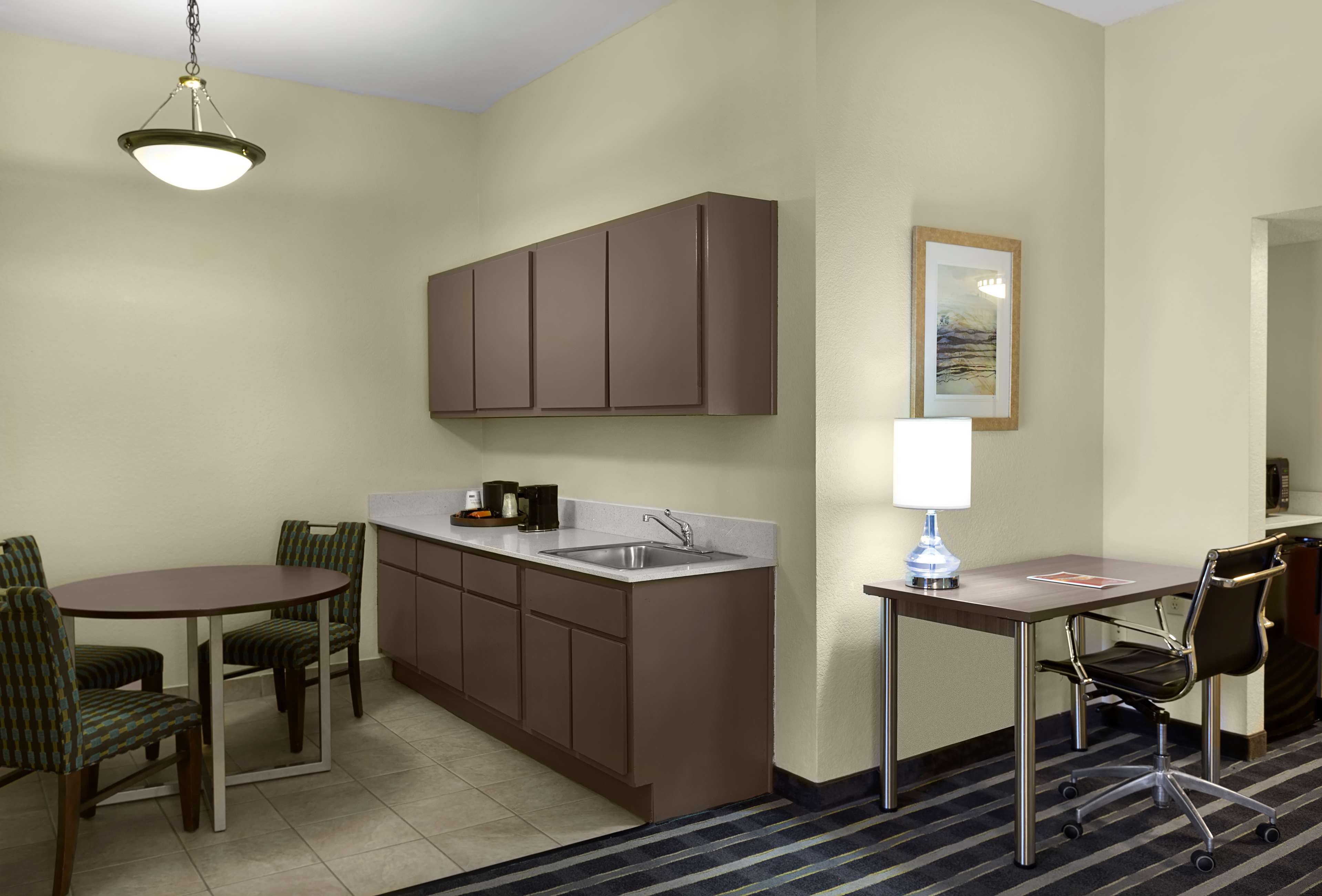 Best Western Plus Hotel & Suites Airport South image 12